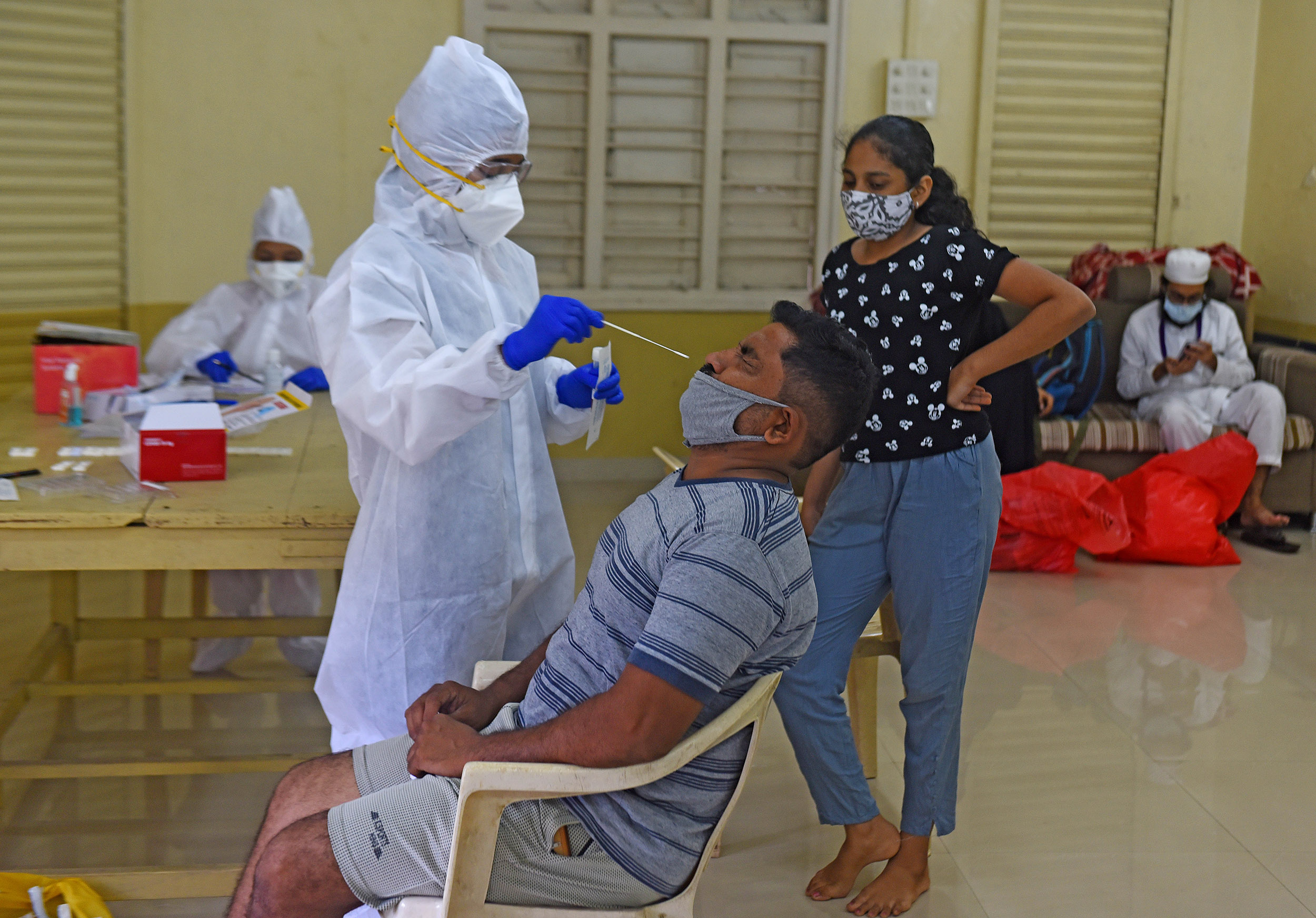Medical workers conduct Covid-19 testing on September 26, in Mumbai, India.