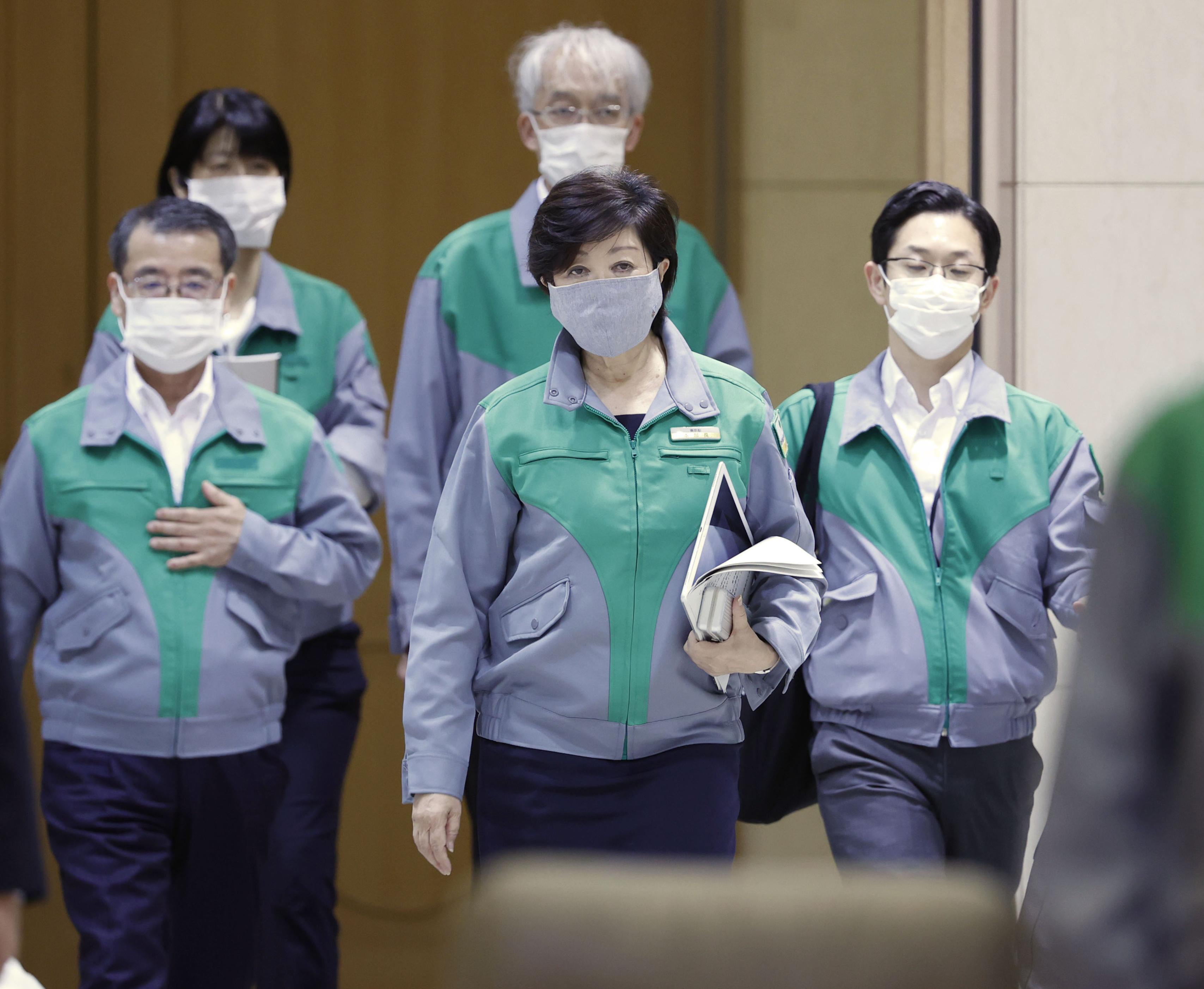 Tokyo Gov. Yuriko Koike (center) prepares to attend a coronavirus taskforce meeting at the metropolitan government building on June 2.