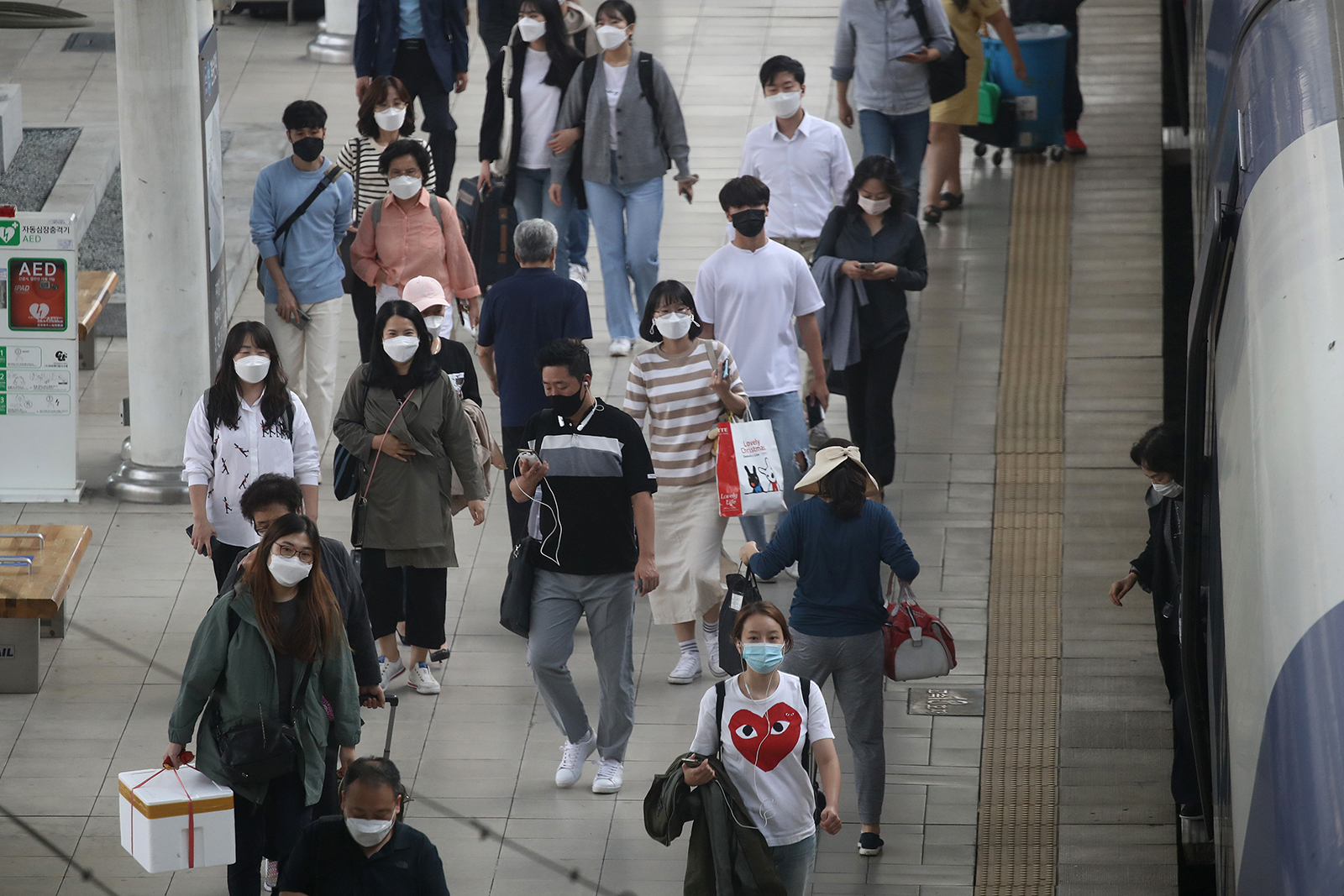 People gather after getting off the train at the Seoul railway station in Seoul, South Korea, on September 29.