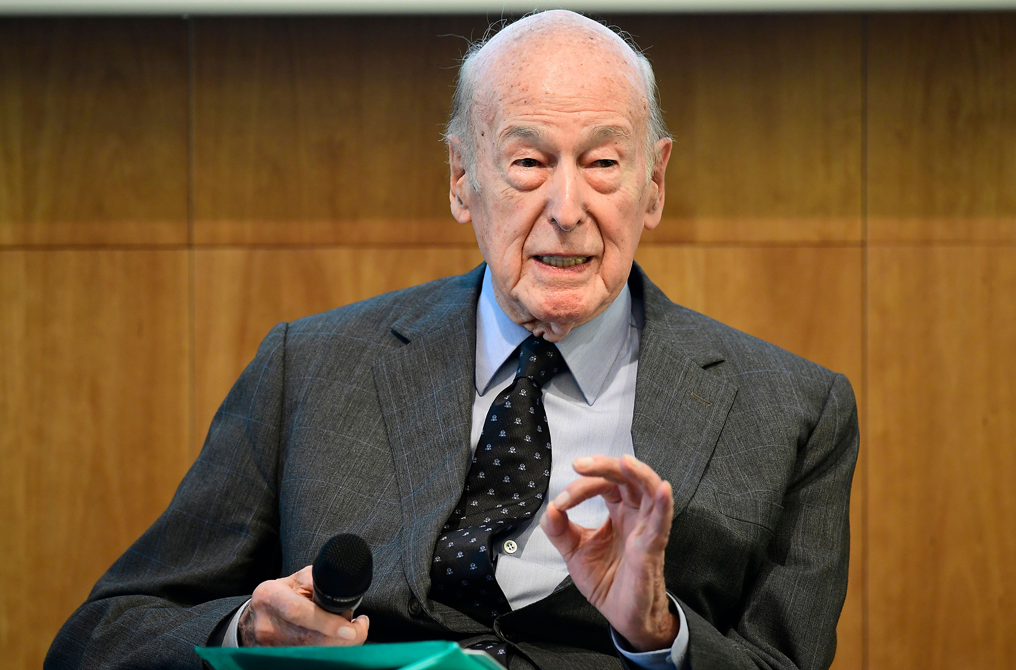 "In this May 11, 2017 file photo, Former French President Valery Giscard d'Estaing attends a so-called ""German-French Young Leaders Conference"" in Berlin."