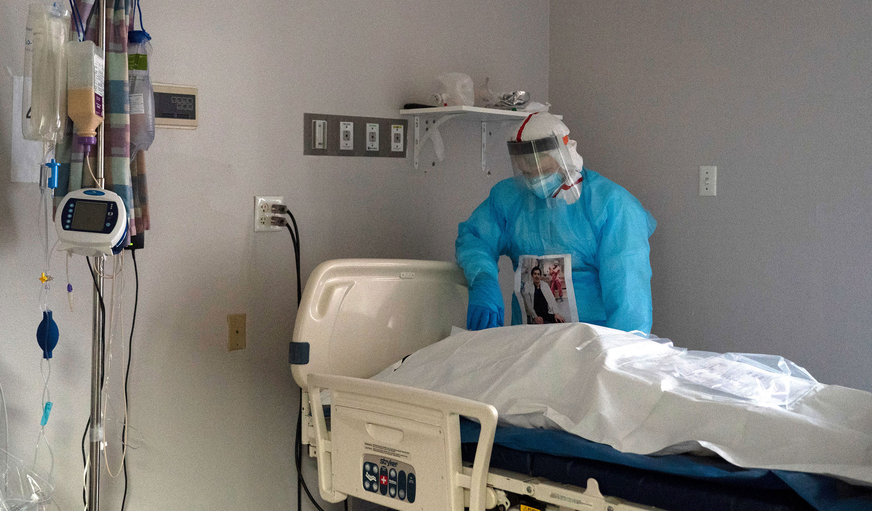 Medical staff member Gabriel Cervera Rodoriguez stands next to a deceased patient in the Covid-19 Intensive Care Unit of United Memorial Medical Center on December 11 in Houston, Texas.