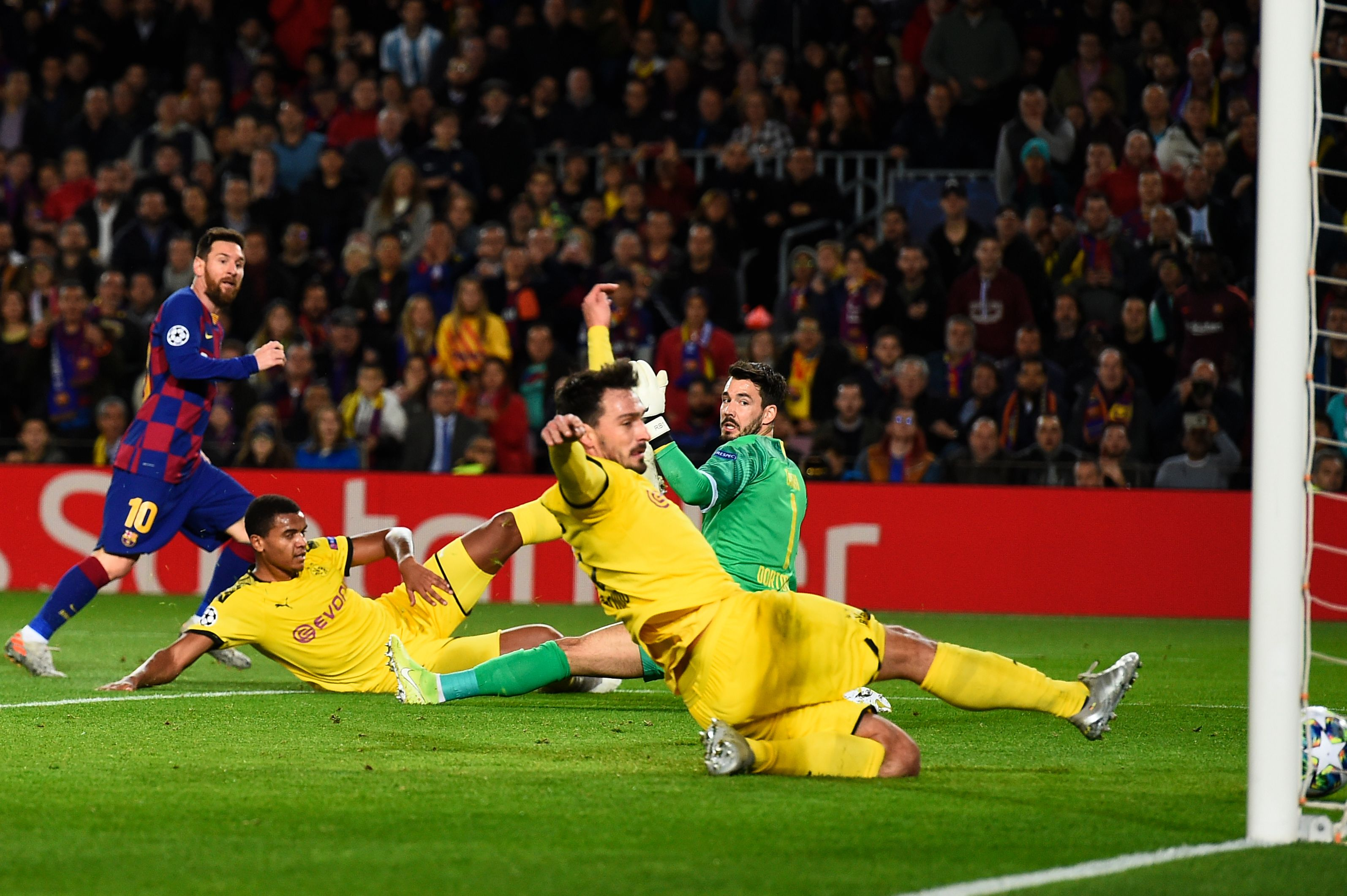 Lionel Messi fires home with Mats Hummels diving in desperation.