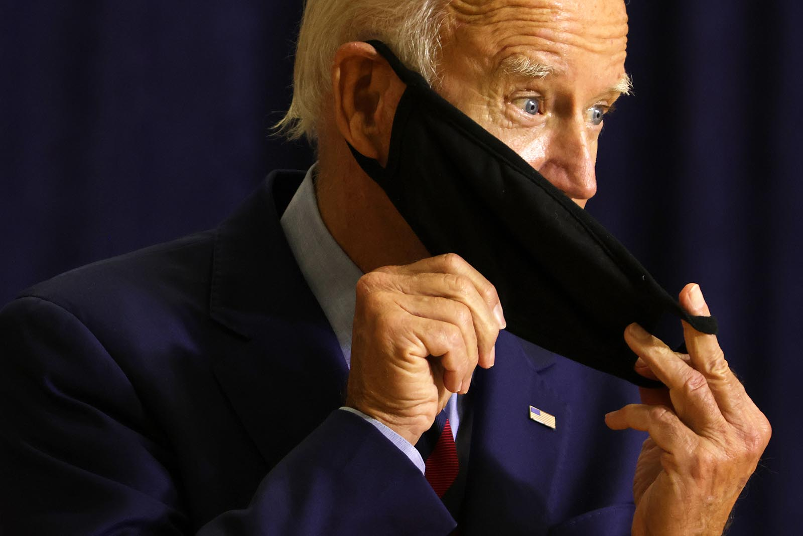 Democratic presidential nominee Joe Biden puts on his mask after speaking at a campaign event on September 4 in Wilmington, Delaware.