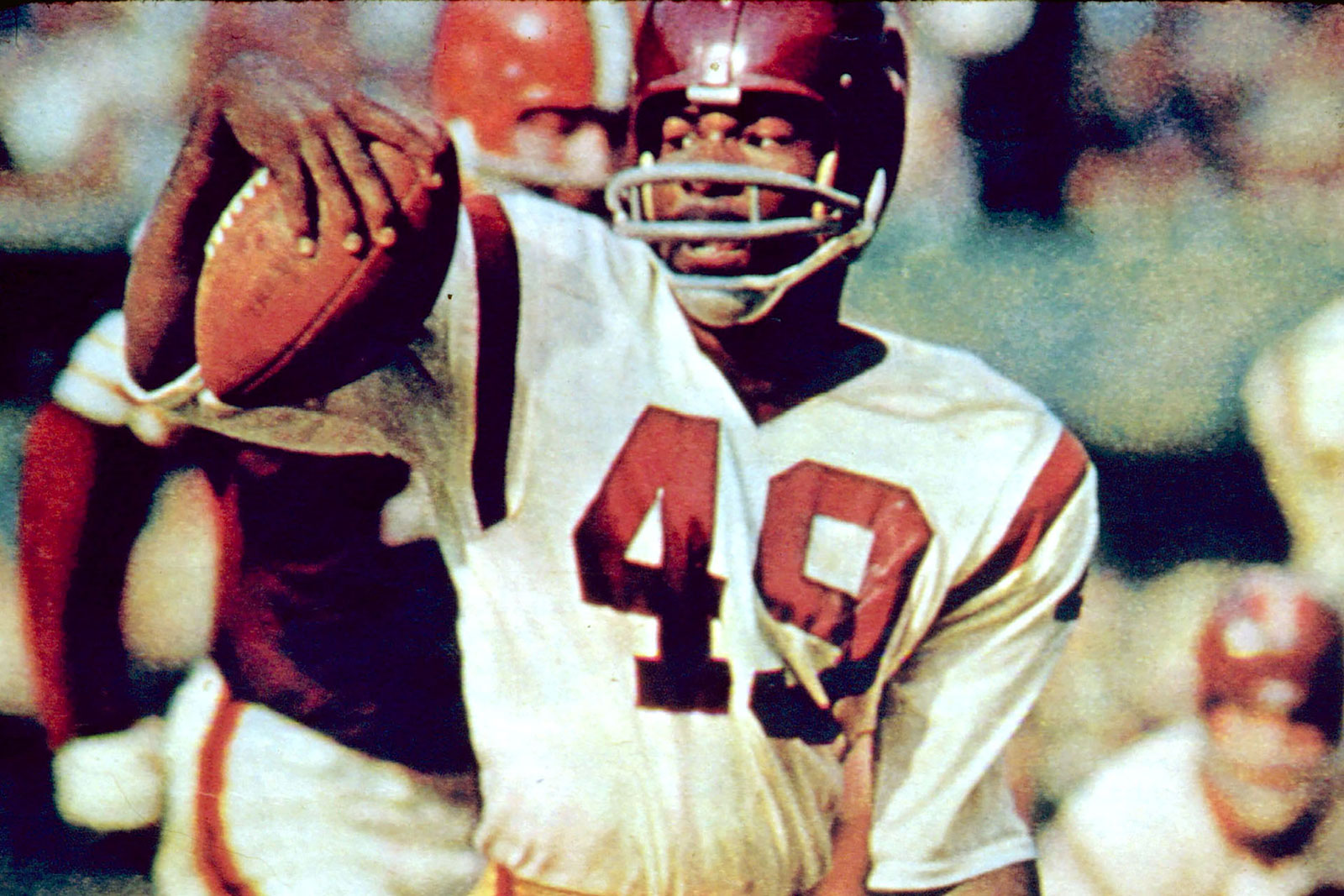 Bobby Mitchell runs the ball during a game between the Cleveland Browns and Washington Redskins in 1963.