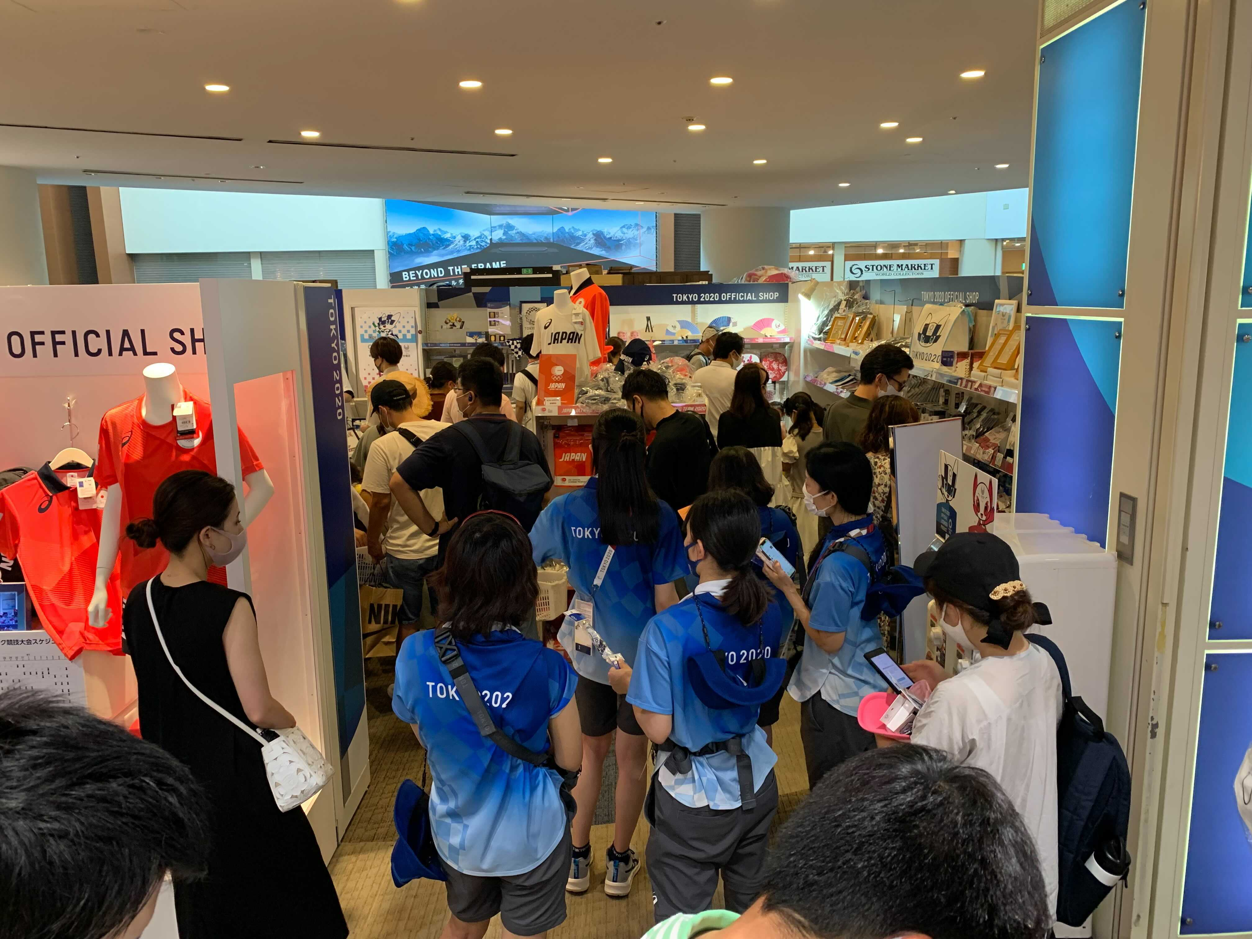 Fans lining up to buy their Tokyo 2020 souvenirs.
