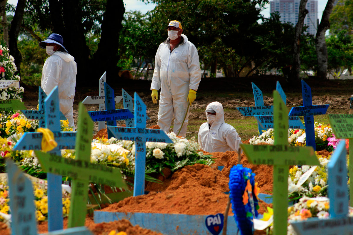 Gravediggers are seen during a funeral of a Covid-19 victim at the Nossa Senhora Aparecida cemetery in Manaus, Brazil, on January 22.
