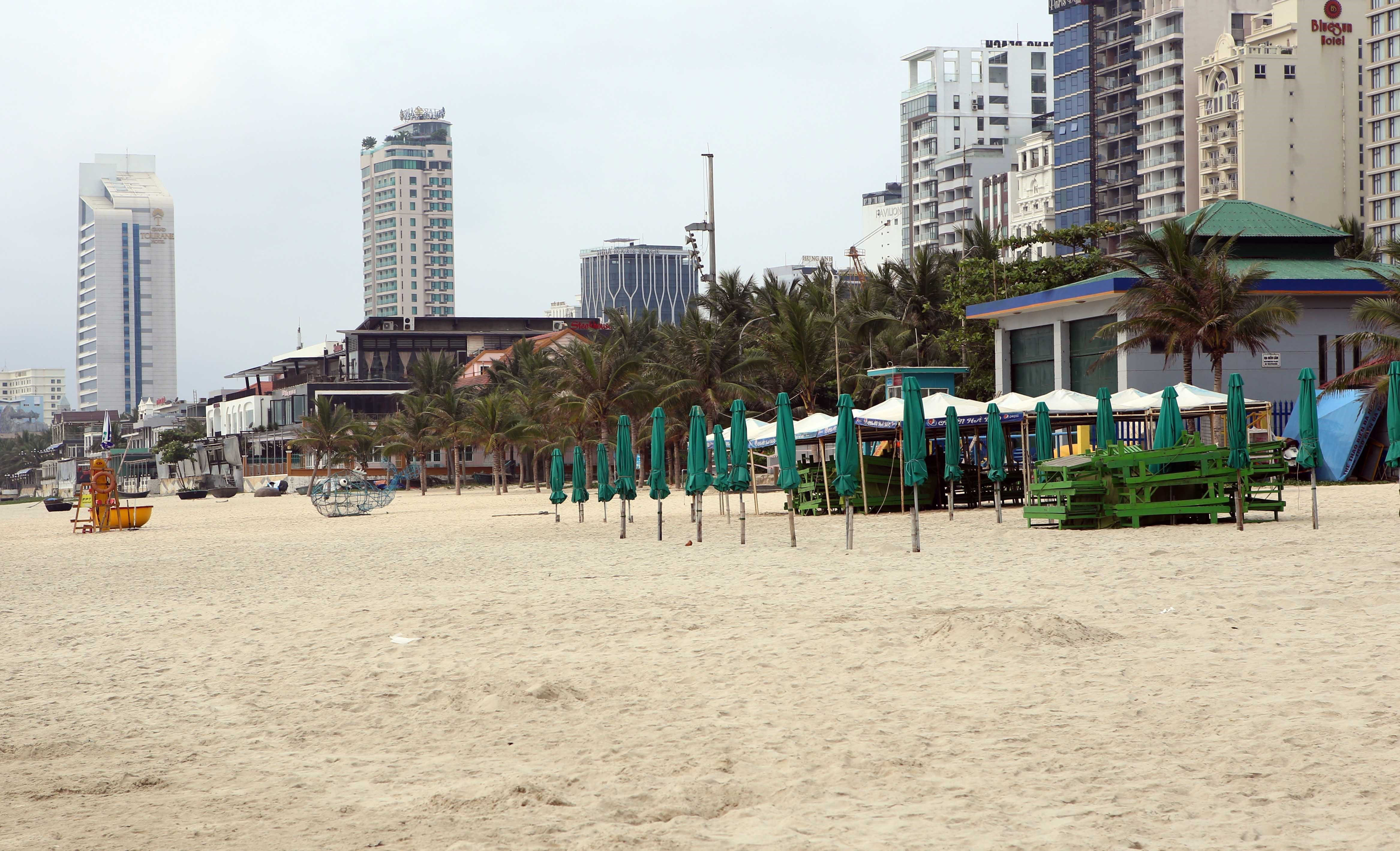 Restaurants and shops are closed on a beach in Da Nang, Vietnam, on April 1.