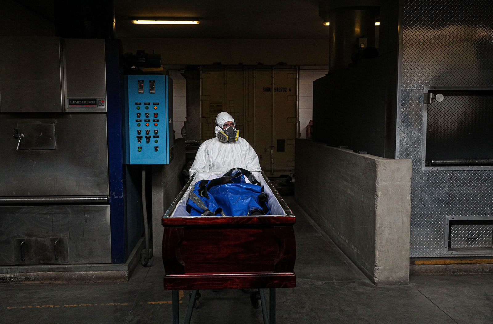 An employee at La Recoleta Crematorium in Santiago, Chile, prepares to cremate the body of a coronavirus victim on Friday, June 26. More than 500,000 people worldwide have died from the novel coronavirus, according to Johns Hopkins University's tally.
