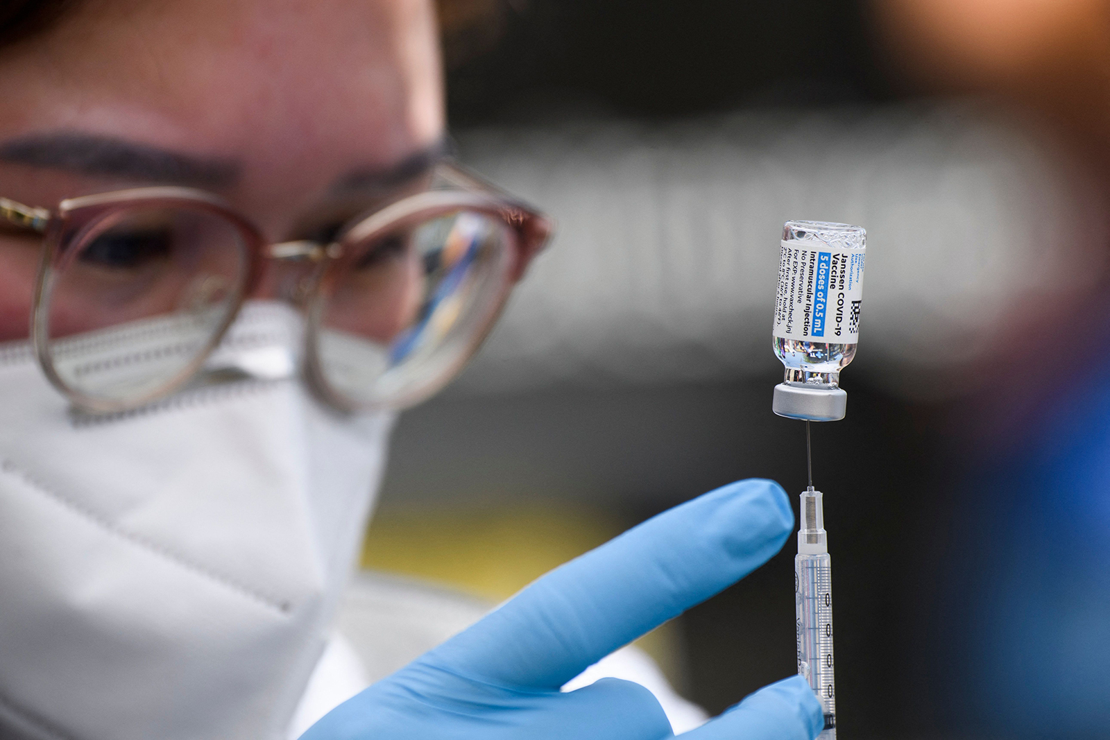 A dose of the Johnson & Johnson Covid-19 vaccine is prepared at a mobile vaccination clinic in Los Angeles on August 7.