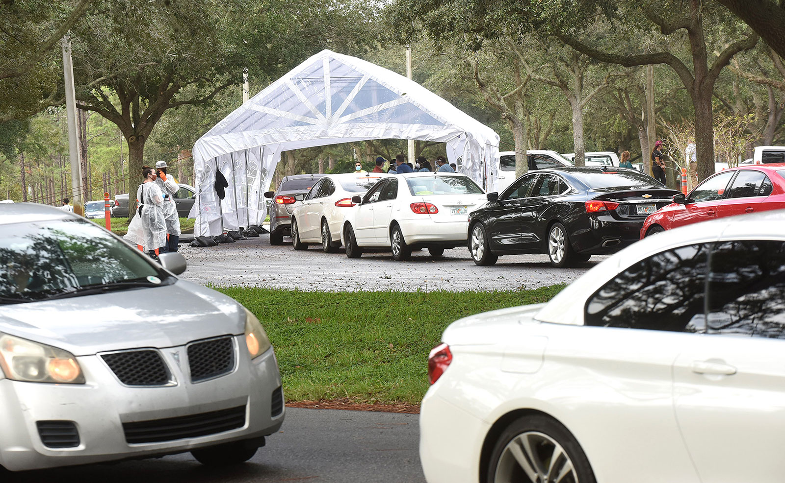 People in cars line up to receive Covid-19 tests at a drive through testing site in Orlando, Florida, on November 9.