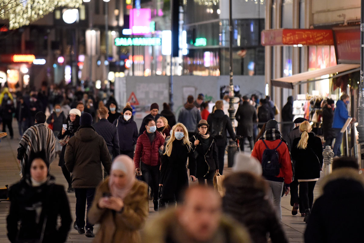People walk along the Kaerntner Strasse pedestrian shopping zone in Vienna, Austria on November 16, the day before a strict nationwide lockdown came into effect.