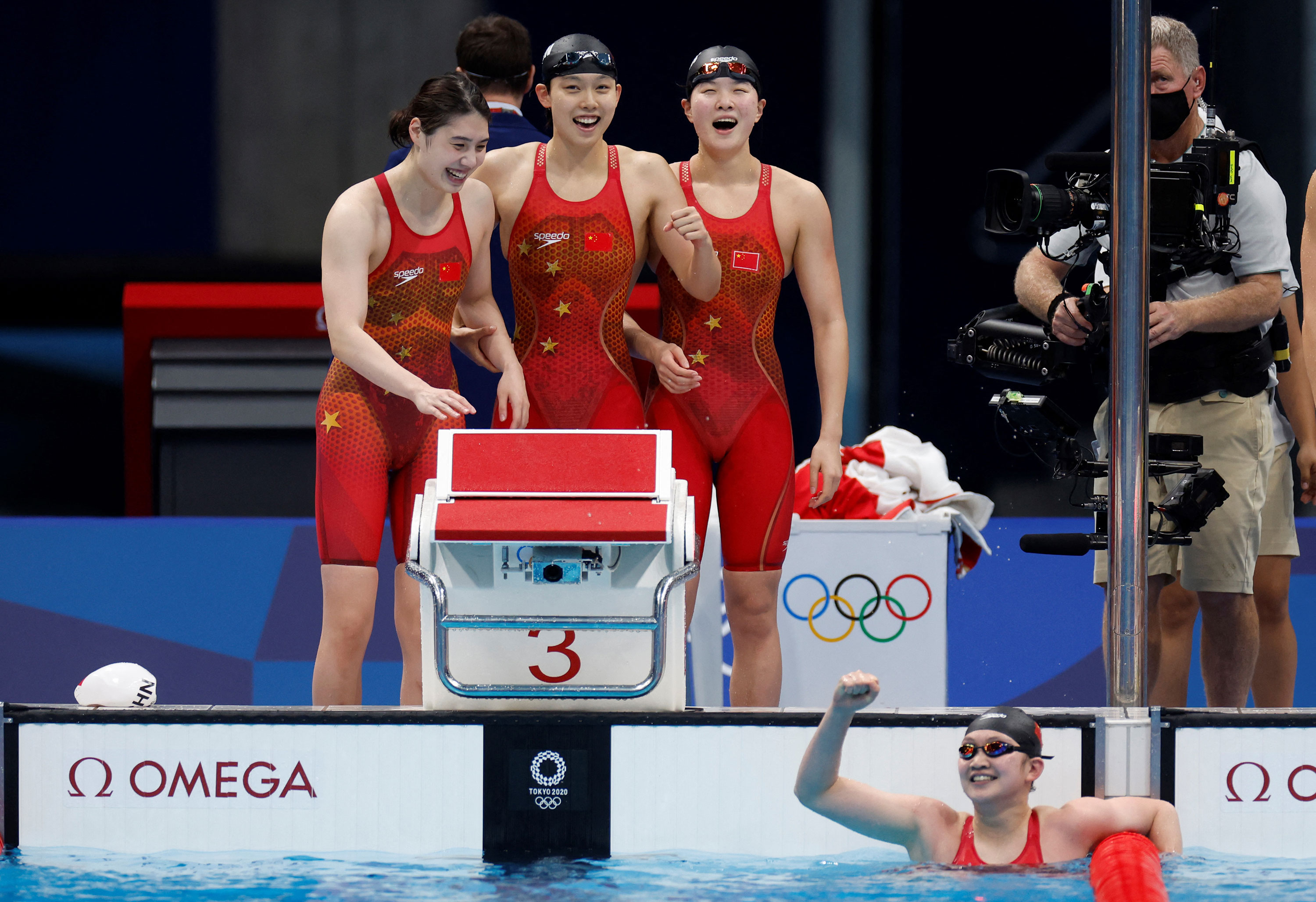 China breaks world record in women's 4×200-meter freestyle relay