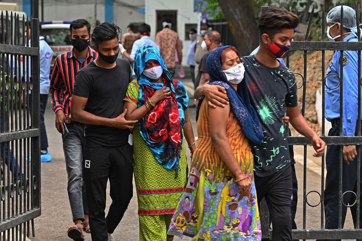 People mourn the death of family members who died of Covid-19 in New Delhi, India on May 18.