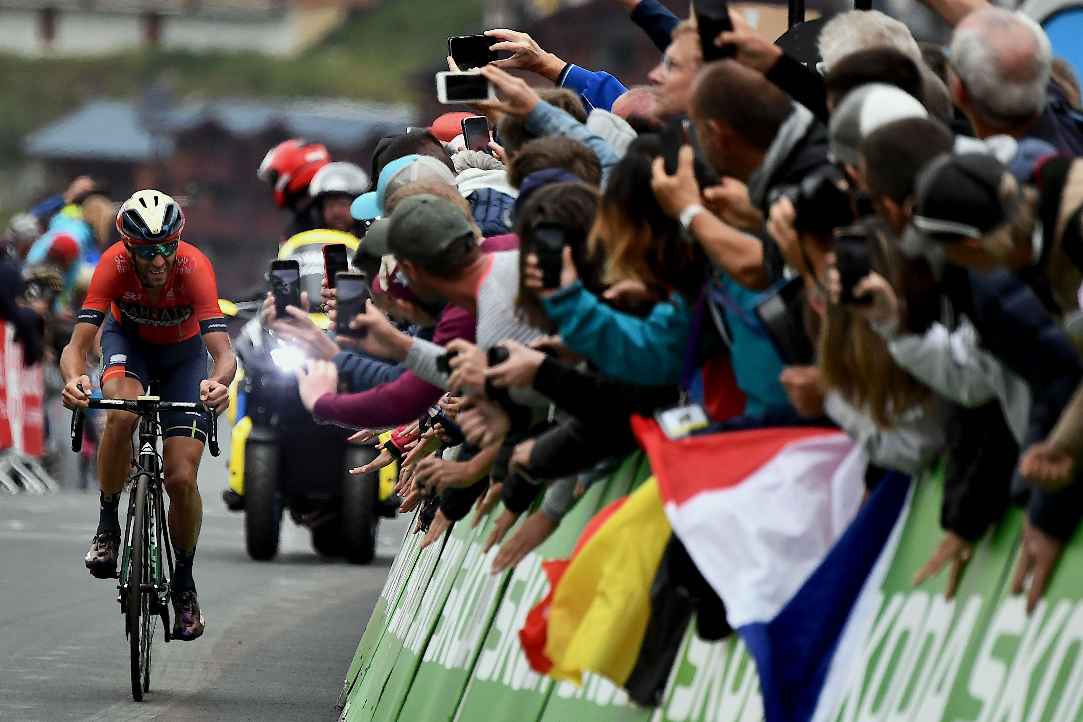 Fans cheer Italy's Vincenzo Nibali in the last kilometer before the finish line of the 20th stage of the Tour de France in Val Thorens in 2019.