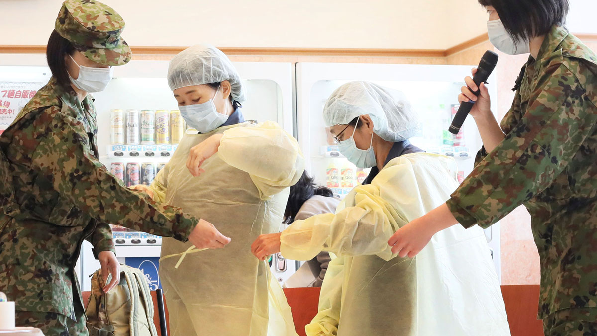Fukuoka Prefectural officials are trained in putting on and taking off protective clothing by Japan Self-Defense Forces members in Kitakyushu City, Fukuoka prefecture on April 10 amid a coronavirus outbreak.