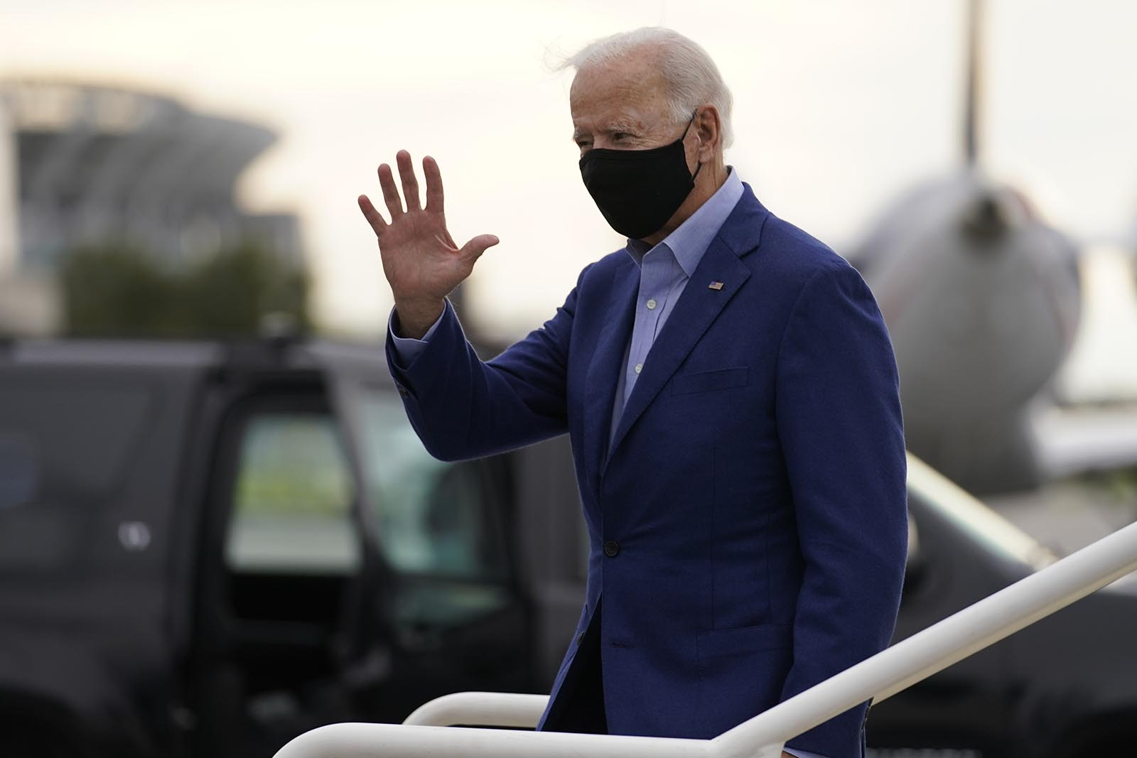 Democratic presidential candidate former Vice President Joe Biden arrives at Cleveland Airport in Cleveland, on Tuesday, September 29.