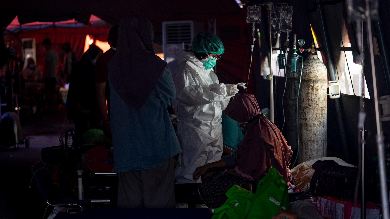 Covid-19 patients get treatment in an emergency tent at Bekasi General Hospitalon July 18 in Bekasi, Indonesia.