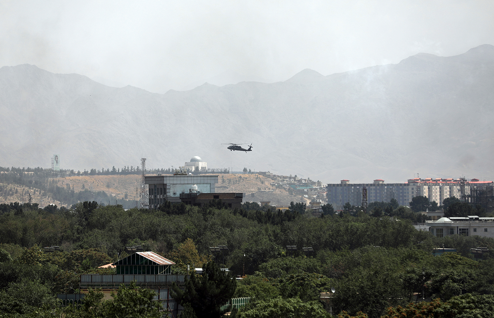 A US Black Hawk military helicopter flies over the city of Kabul, Afghanistan, on August 15.