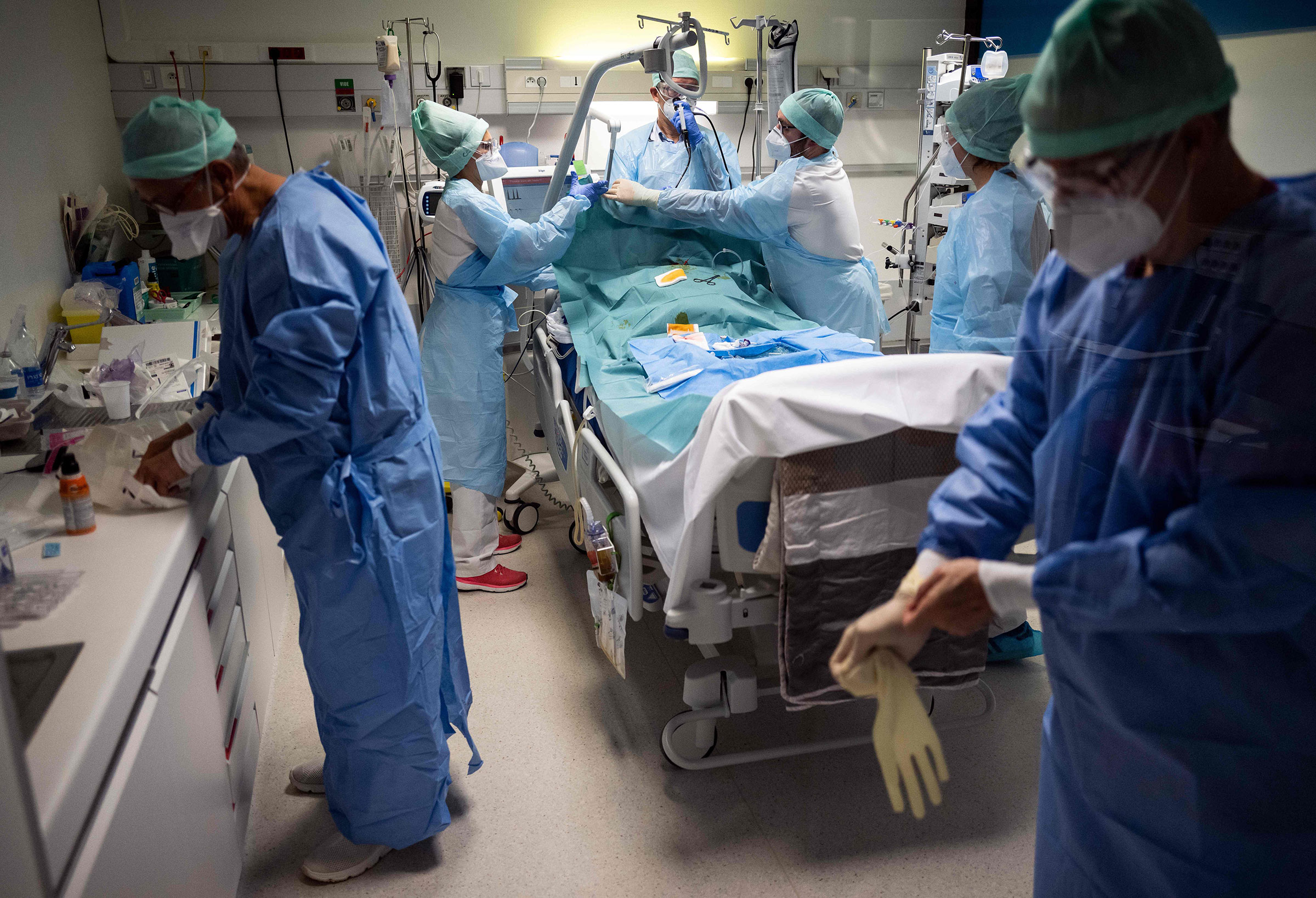 Medical personnel attend to a Covid-19 patient at an intensive care unit in Muret, France, on November 17.