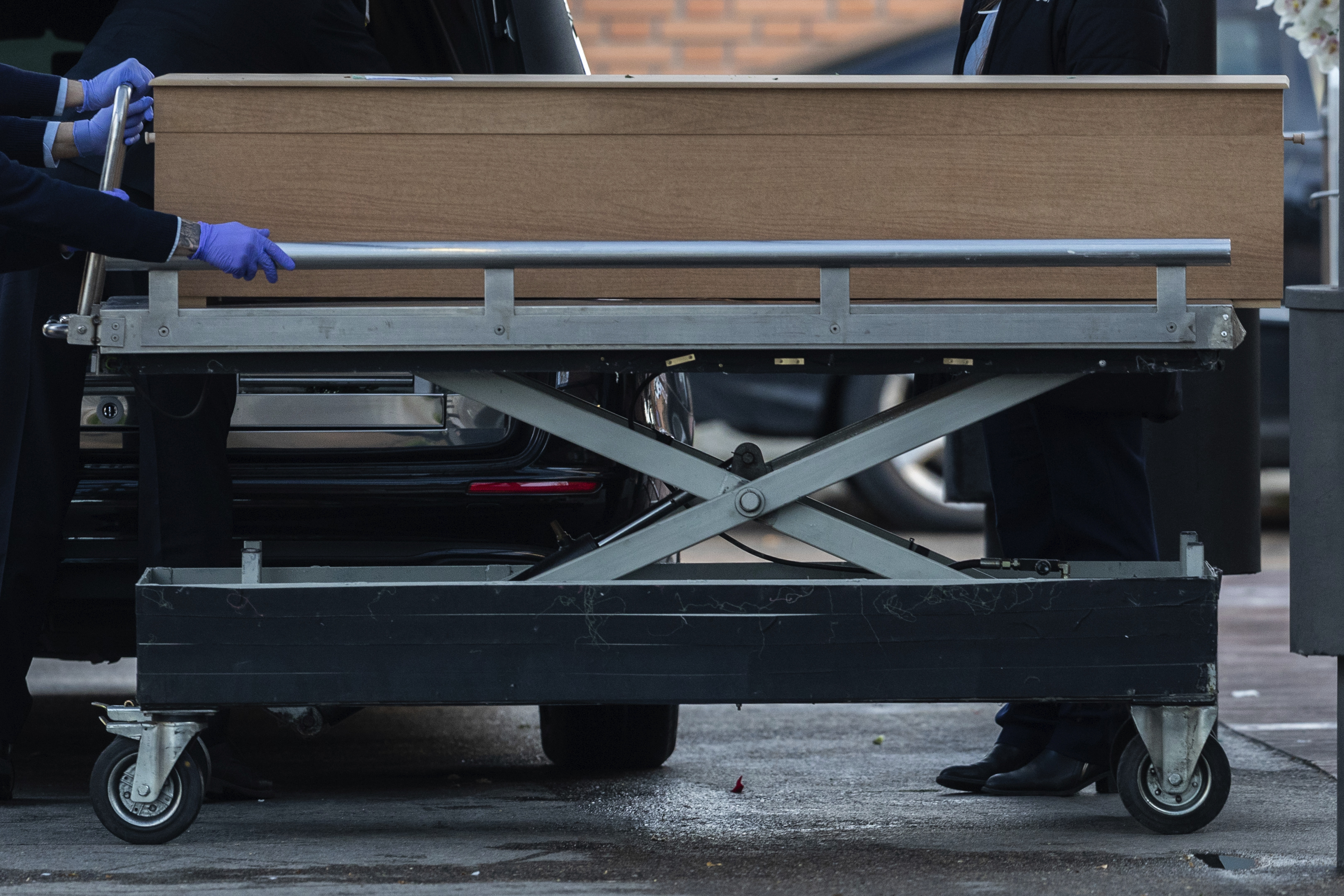 Undertakers move a coffin of a coronavirus victim at the La Almudena cemetery in Madrid, Spain, on March 23.
