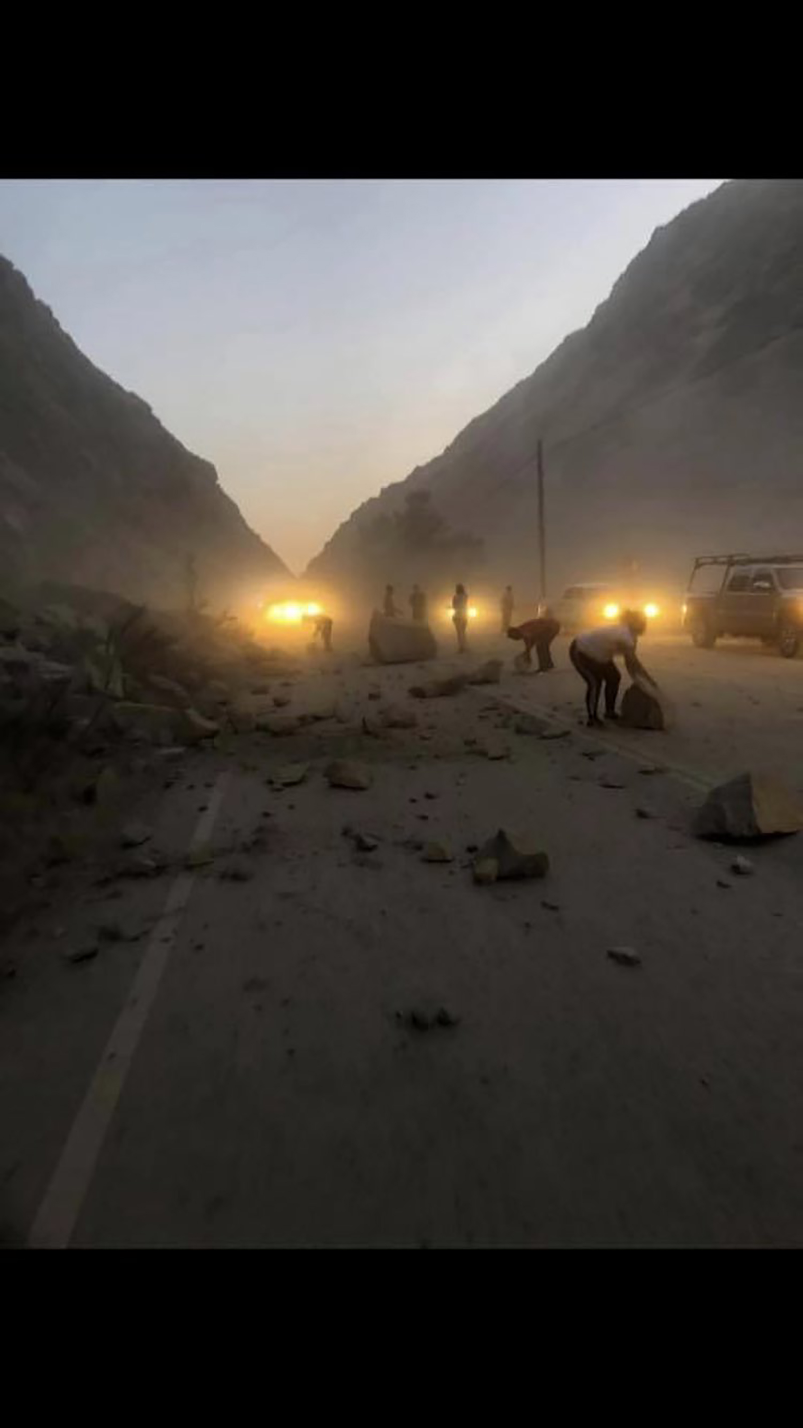 State Route 178 in Kern County was closed due to rock slide.