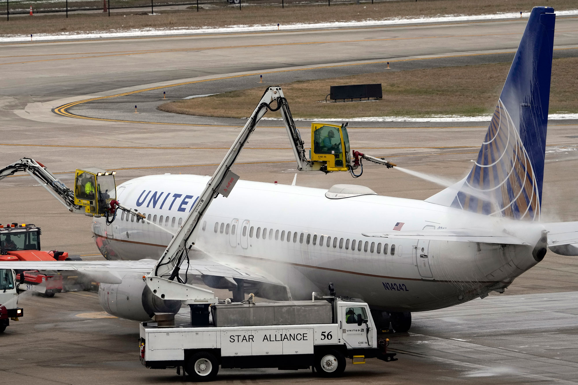 A United Airlines jet is deiced at George Bush Intercontinental Airport on February 16 in Houston, Texas.