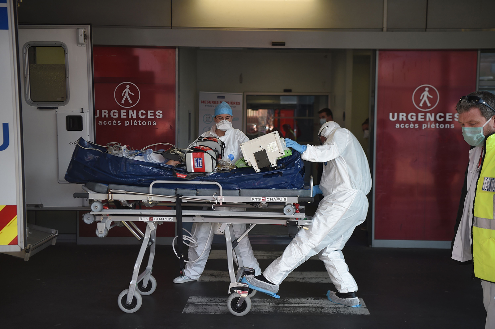 Medical staff carry a patient infected with  Covid-19 into Strasbourg hospital's emergency unit on November 6.