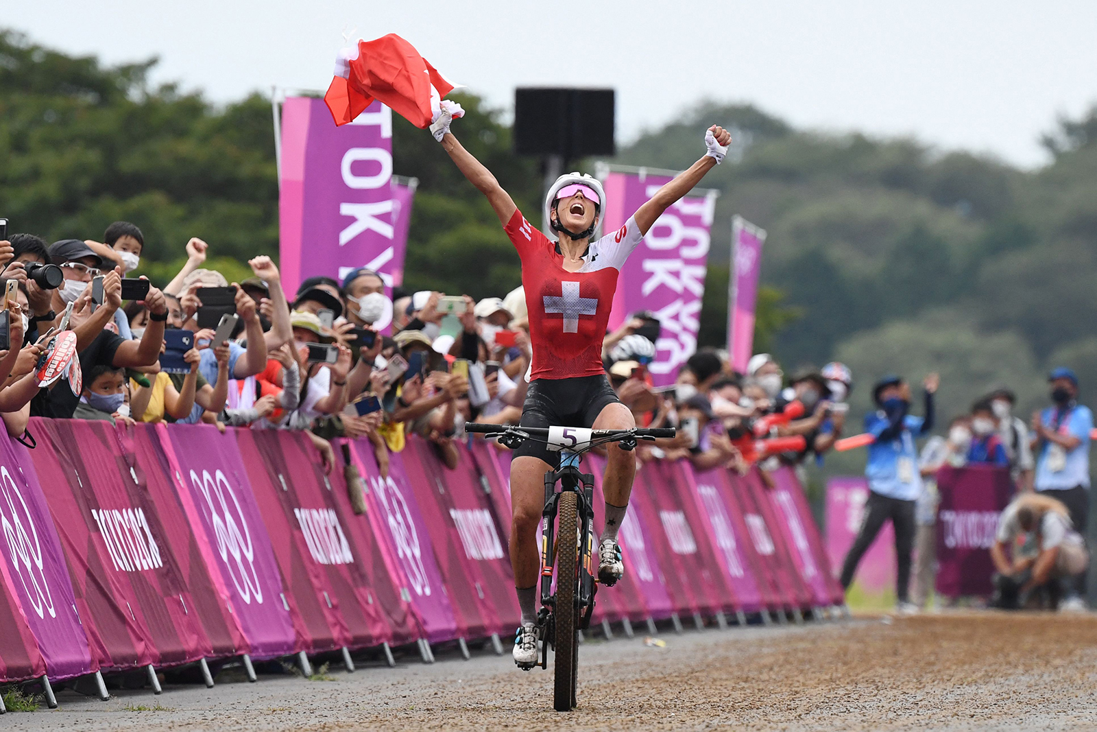 Jolanda Neff approaches the finish line to win the gold medal in the cycling mountain bike women's cross-country race on July 27, 2021.