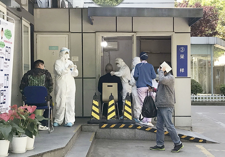 A PCR test for the new coronavirus is carried out at a general hospital in Shanghai on April 28.