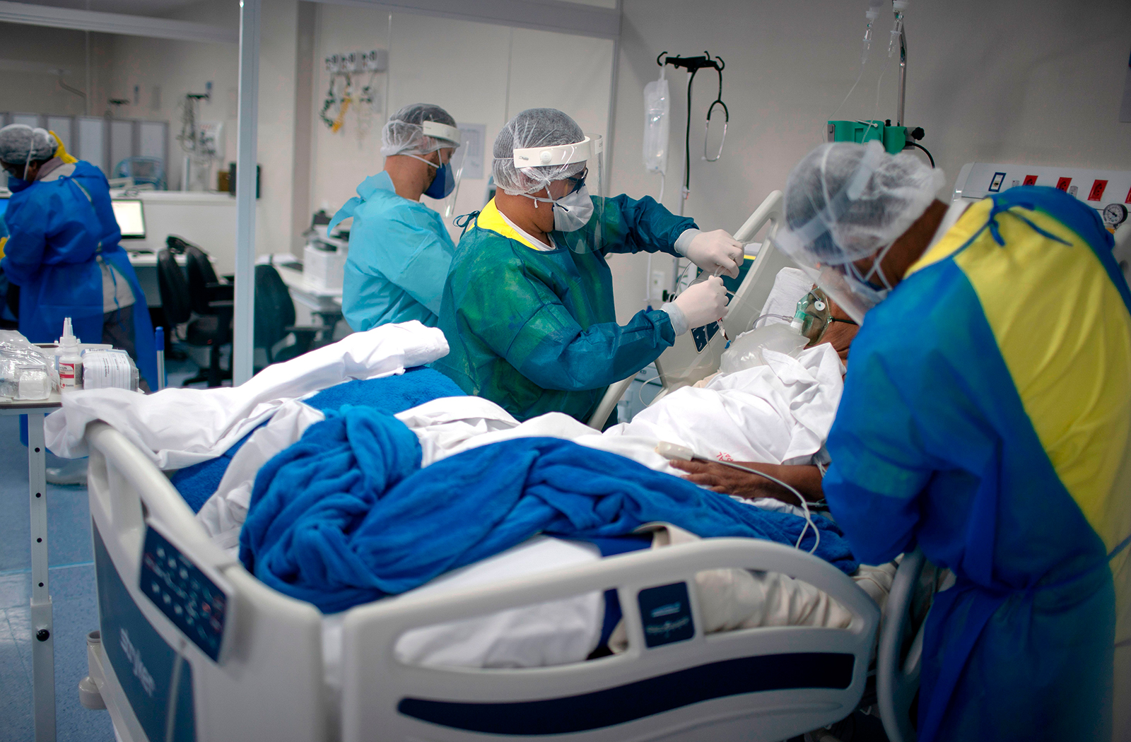 Health professionals check a patient infected with Covid-19 at the Intensive Care Unit (ICU) of the Doctor Ernesto Che Guevara Public Hospital in Marica, Rio de Janeiro, on June 6.