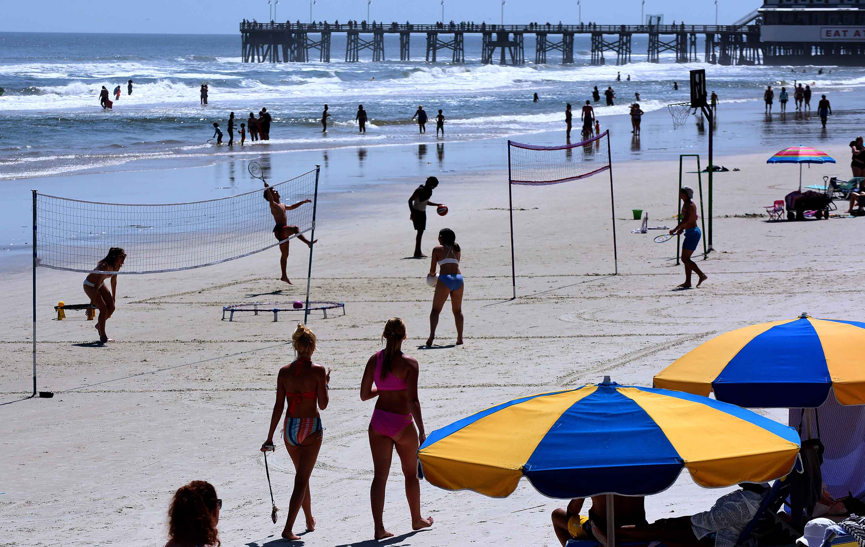 People play volleyball in Daytona Beach, on March 24, as college students arrive in Florida for spring break.