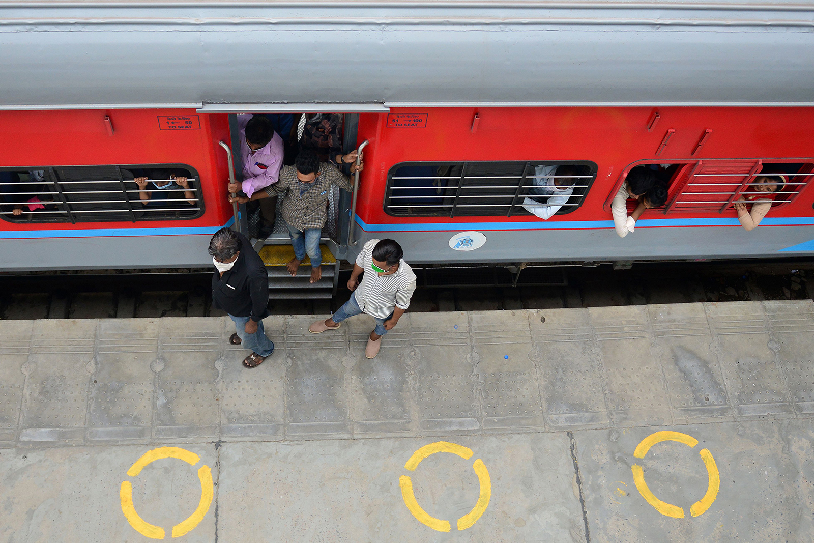 Passengers arrive from Mumbai at the railway station in Allahabad, India on May 30.