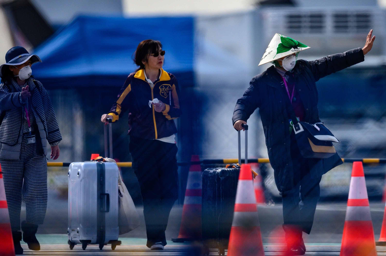 Passengers leave the Diamond Princess cruise ship in Yokohama, Japan on Thursday.