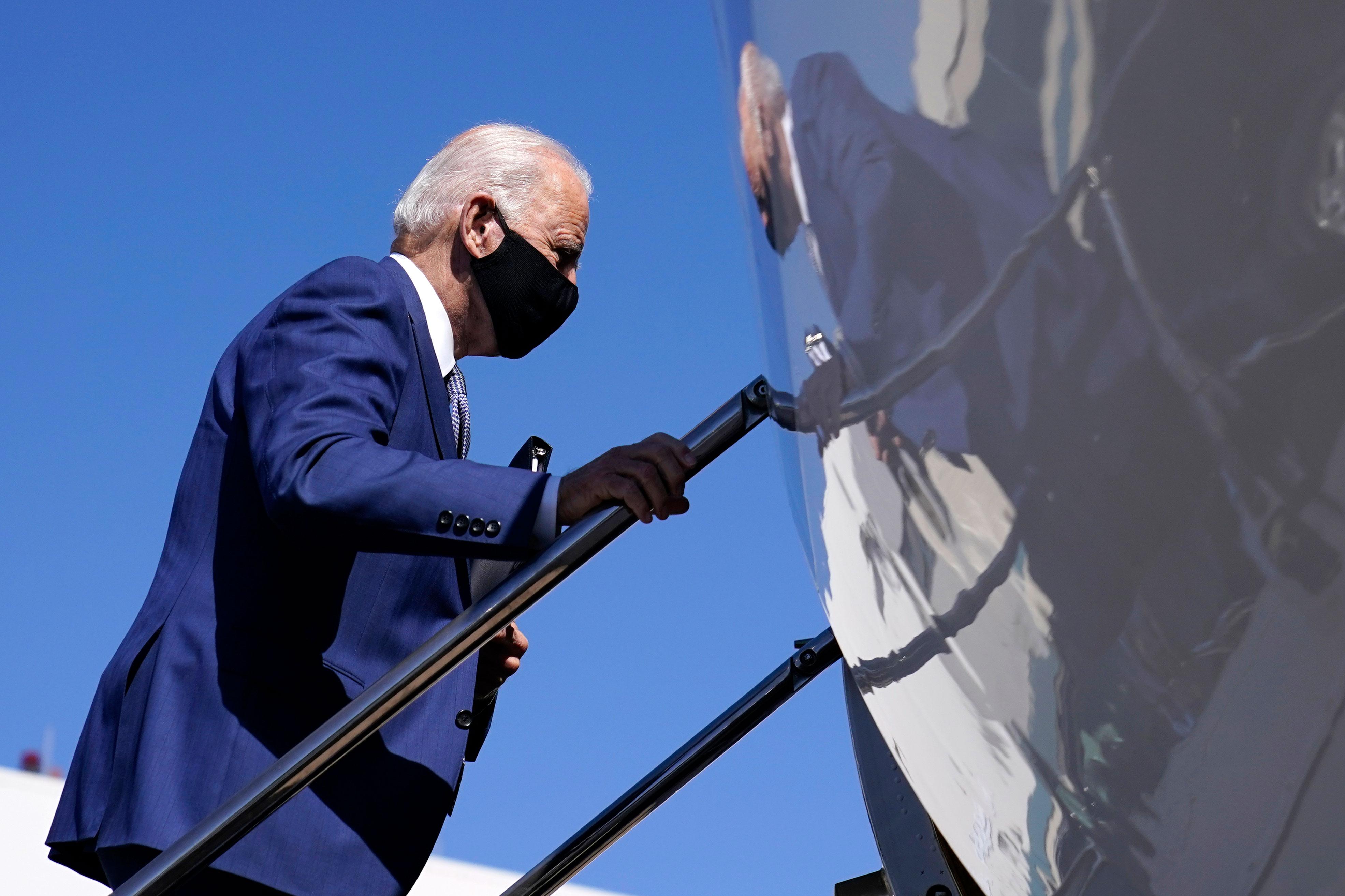 Joe Biden boards a plane en route to Manitowoc, Wisconsin, at New Castle Airport in Delaware on September 21.