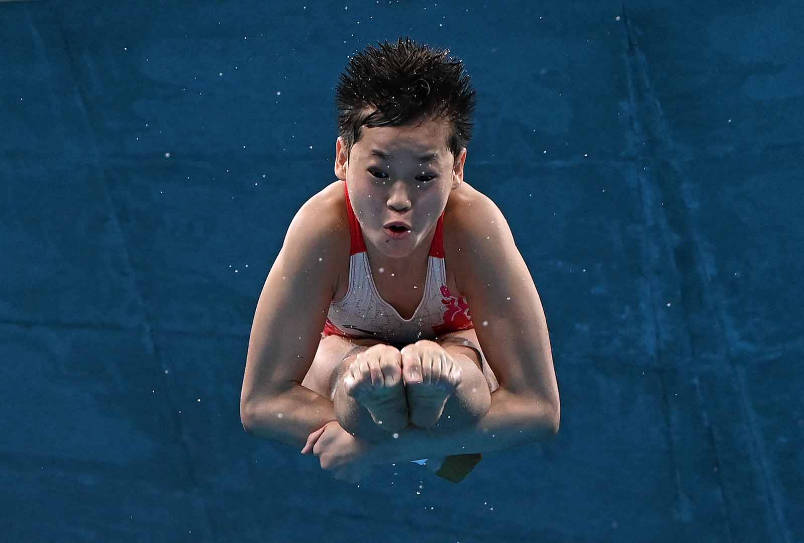 China's Quan Hongchan competes in the 10-meter platform diving final on August 5. Quan, 14, becomes the second-youngest female everto win goldin the event.