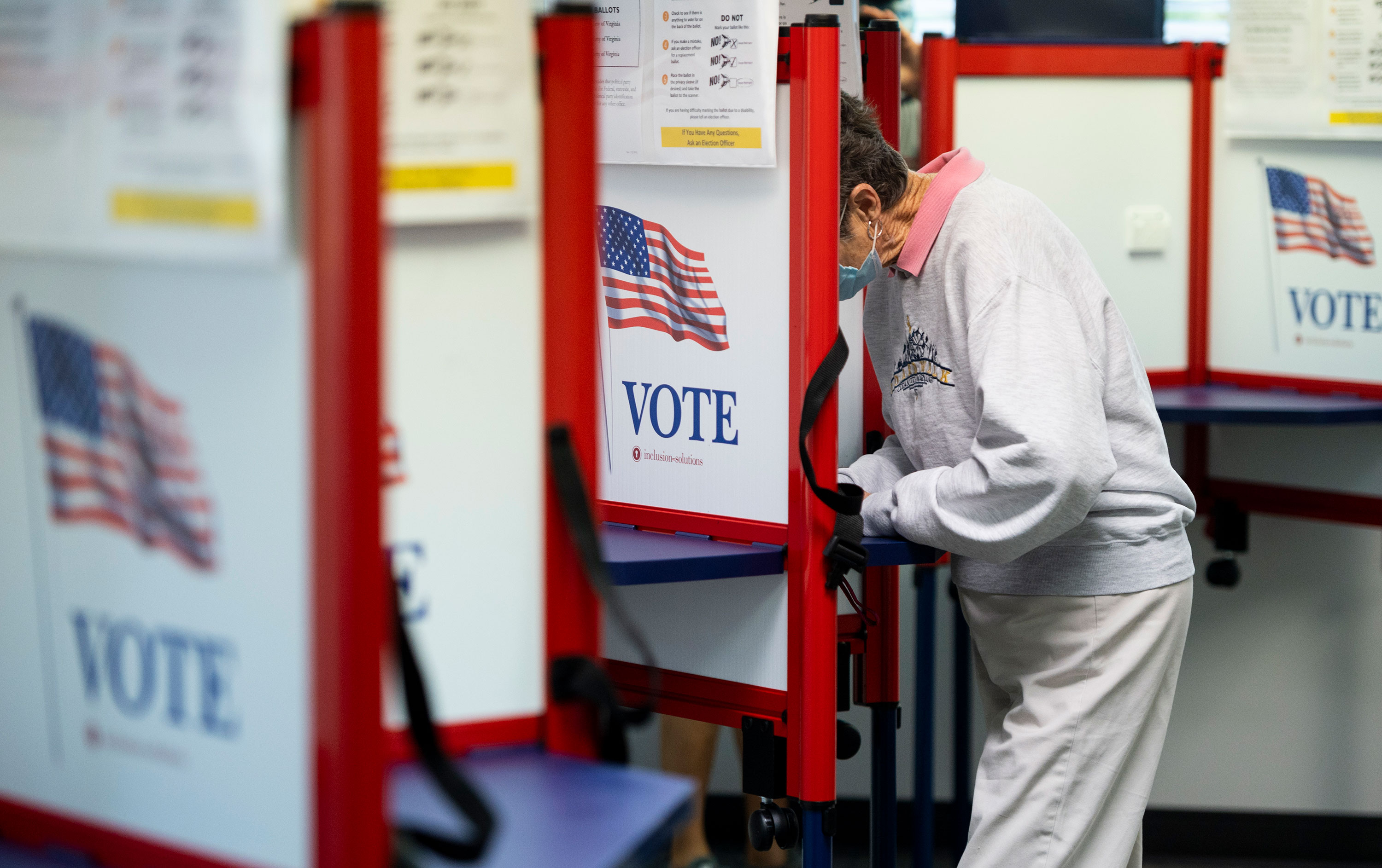 A voter fills out her ballot on the first day of early voting in Leesburg, Virginia, on September 18.