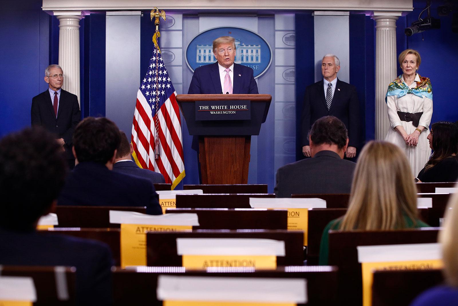 Ο Πρόεδρος είπε ότι αυτή την εβδομάδα και την επόμενη θα είναι πιθανώς το πιο δύσκολο στον αγώνα κατά coronavirus και ότι