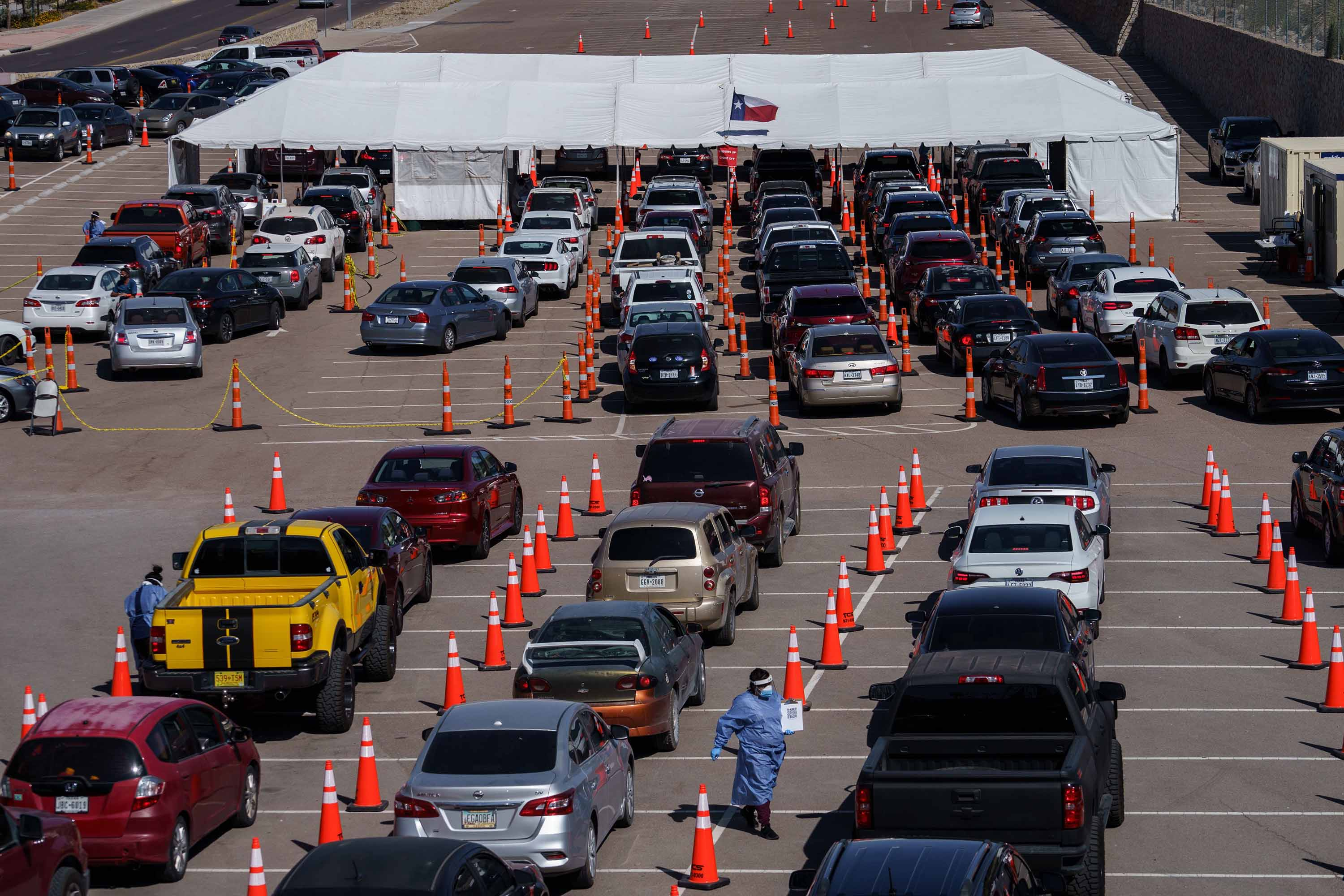 Cars line up for Covid-19 tests at the University of Texas El Paso on October 23.