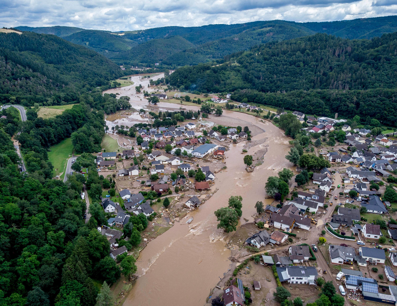جمعرات کے روز جرمنی کے شہر انسول میں دریا احر نے تباہ شدہ مکانات کو گذشتہ روز گذار دیا۔