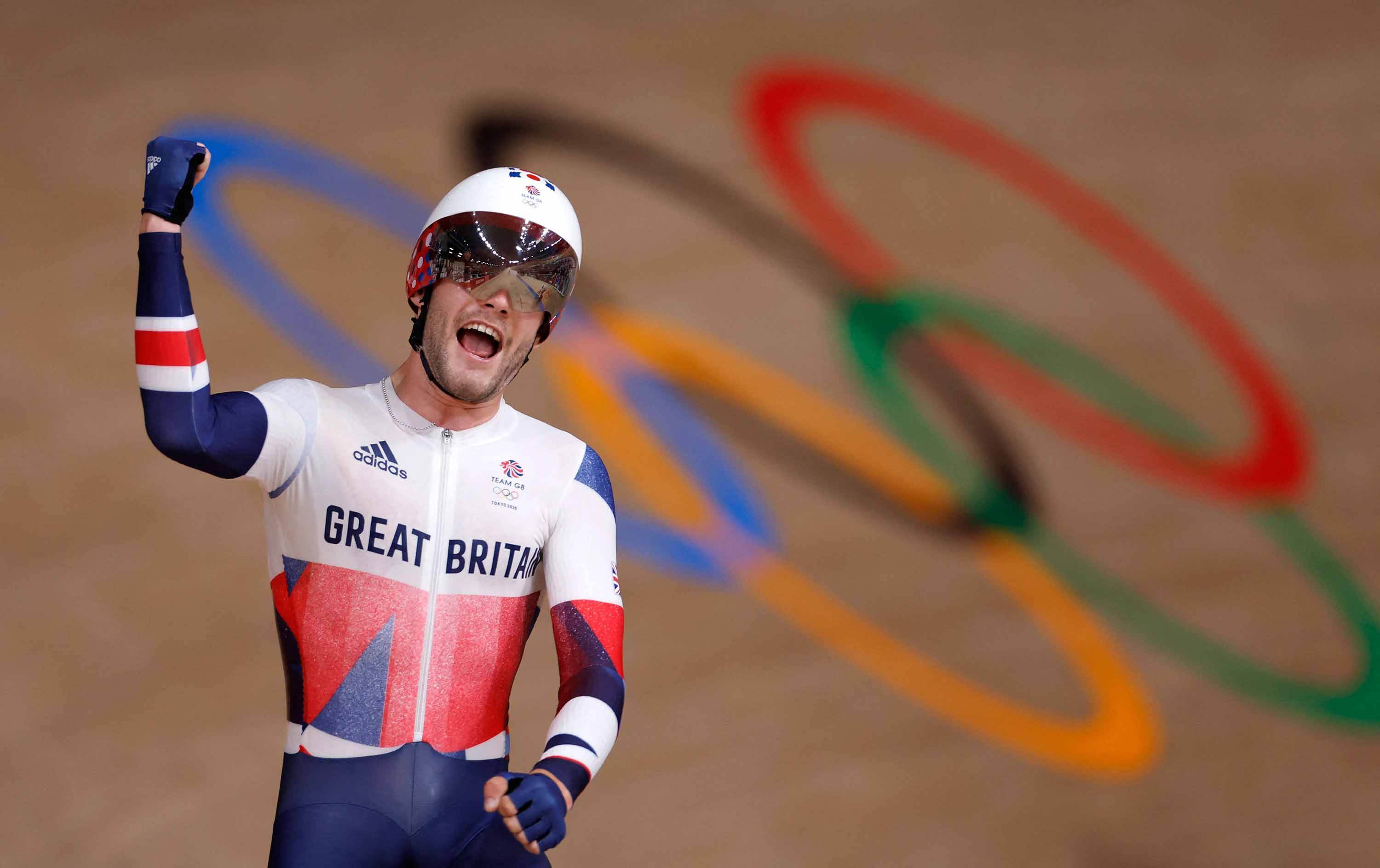 Matt Walls of Great Britain celebrates after winning the men's track cycling omnium points race on August 5.