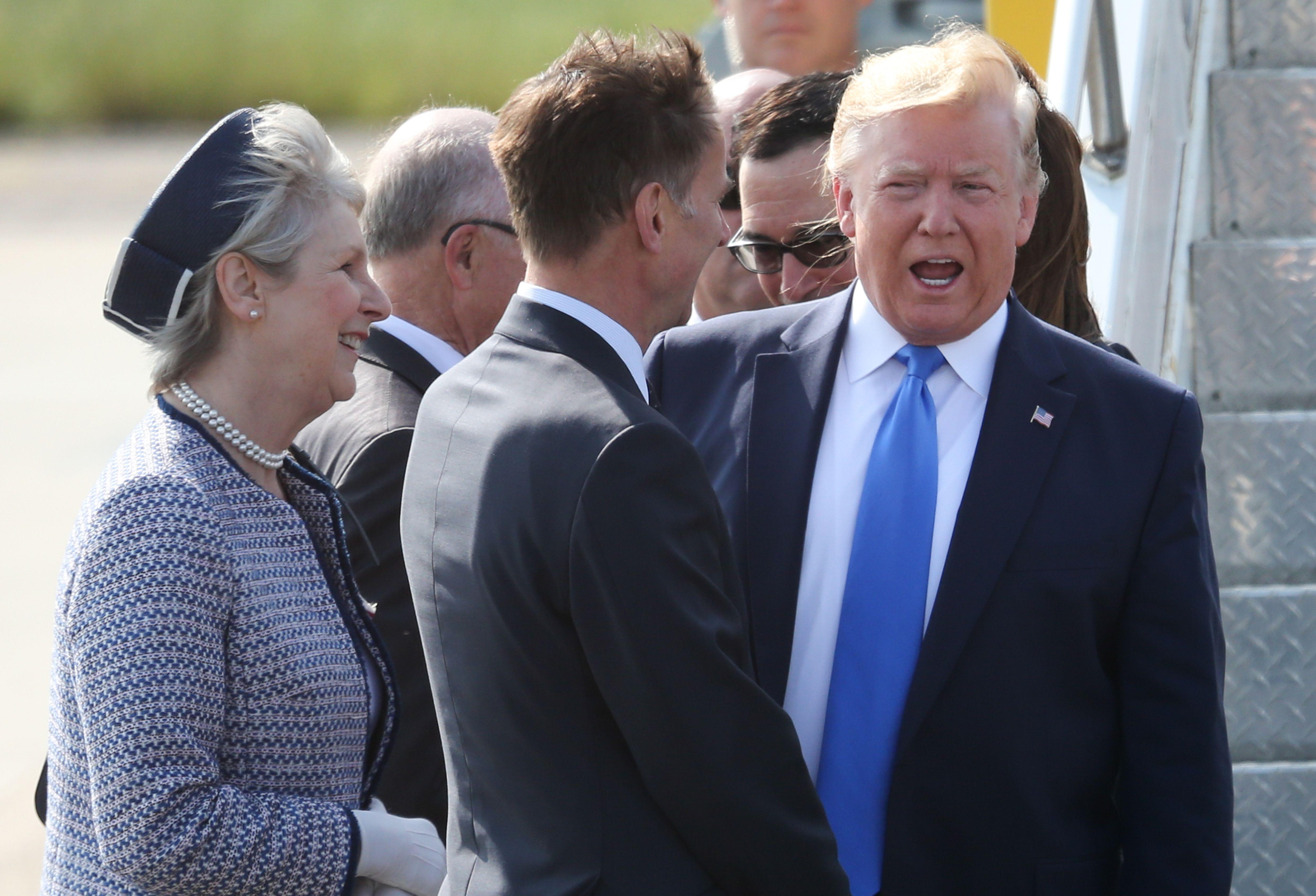 Trump et Hunt se rencontrent à l'aéroport de Stansted