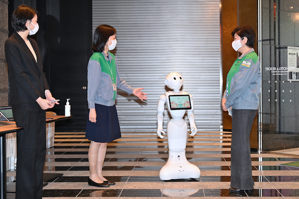 Tokyo governor Yuriko Koike visits a hotel where the robots are stationed.