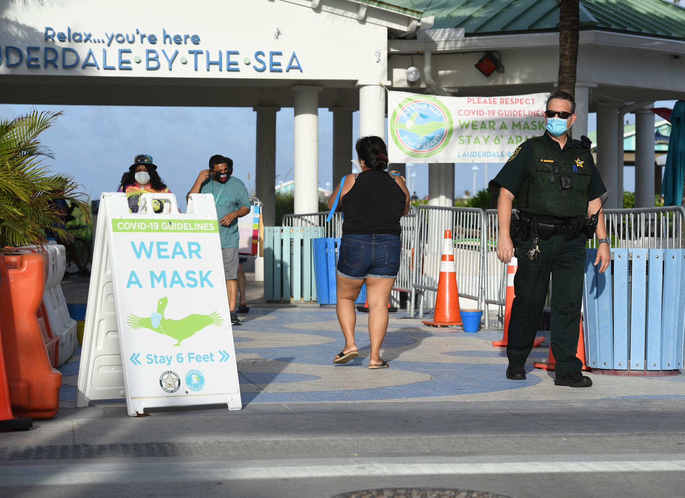 A sign asks people to wear a face mask in Fort Lauderdale, Florida, on Thursday.