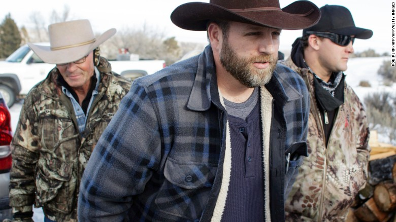 Ammon Bundy makes his way from the entrance of the Malheur National Wildlife Refuge Headquarters in Burns, Oregon, on January 6, 2016.