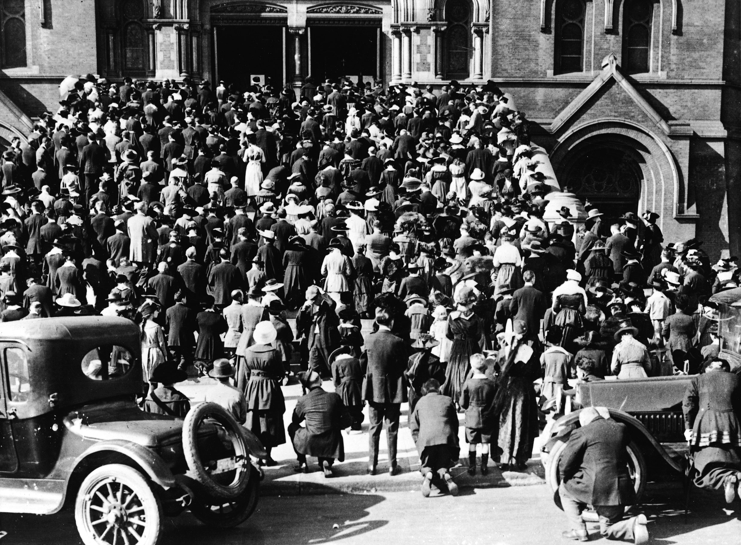 San Francisco: The congregation of the Cathedral of Saint Mary of the Assumption praying on the steps, where they gathered to hear mass and pray during the influenza pandemic of 1918.