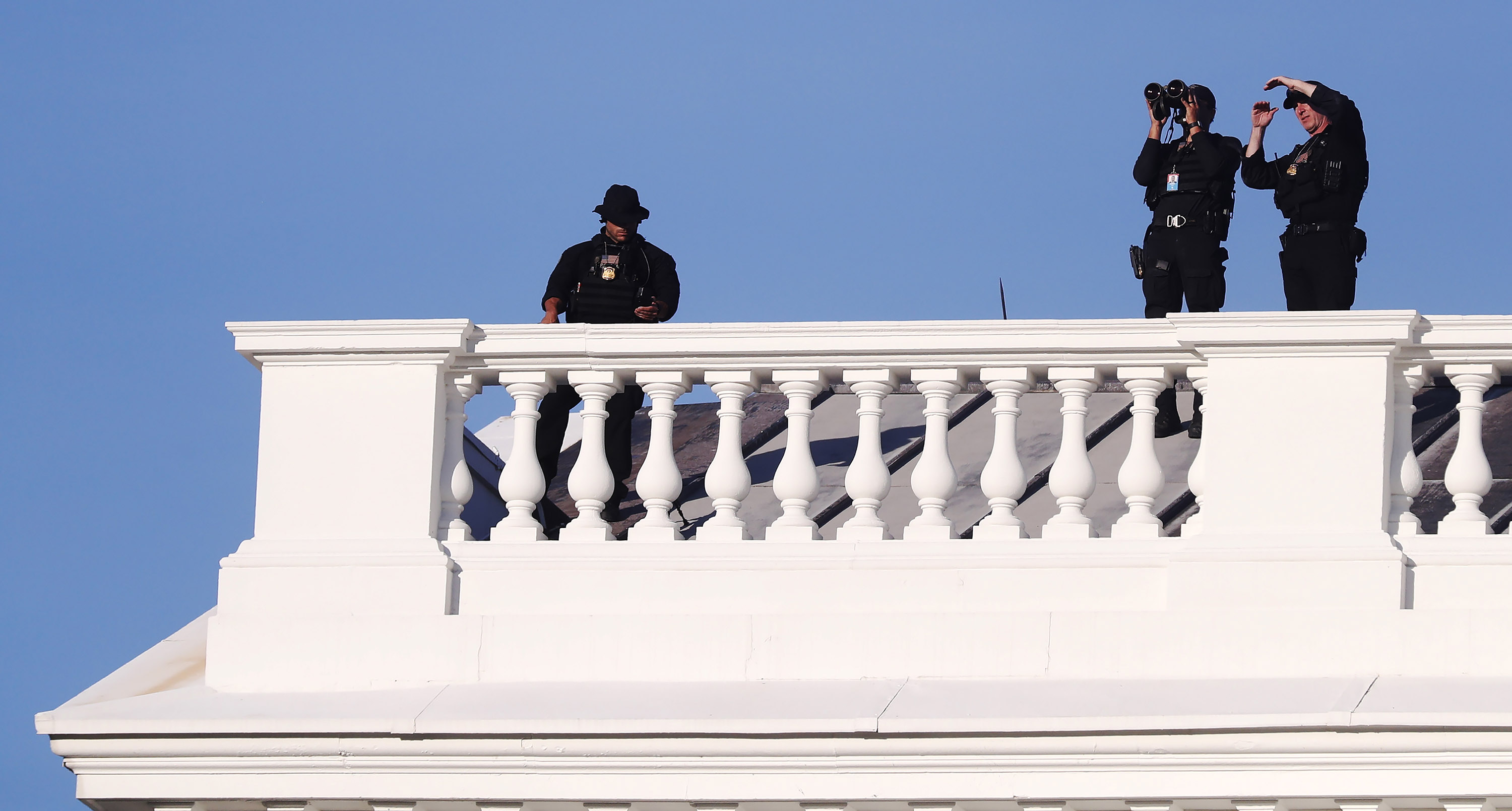 U.S. Secret Service Agents positioned atop of the White House as U.S. President Donald Trump returns from St. John's Episcopal Church in Washington, D.C., on Monday, June 1.