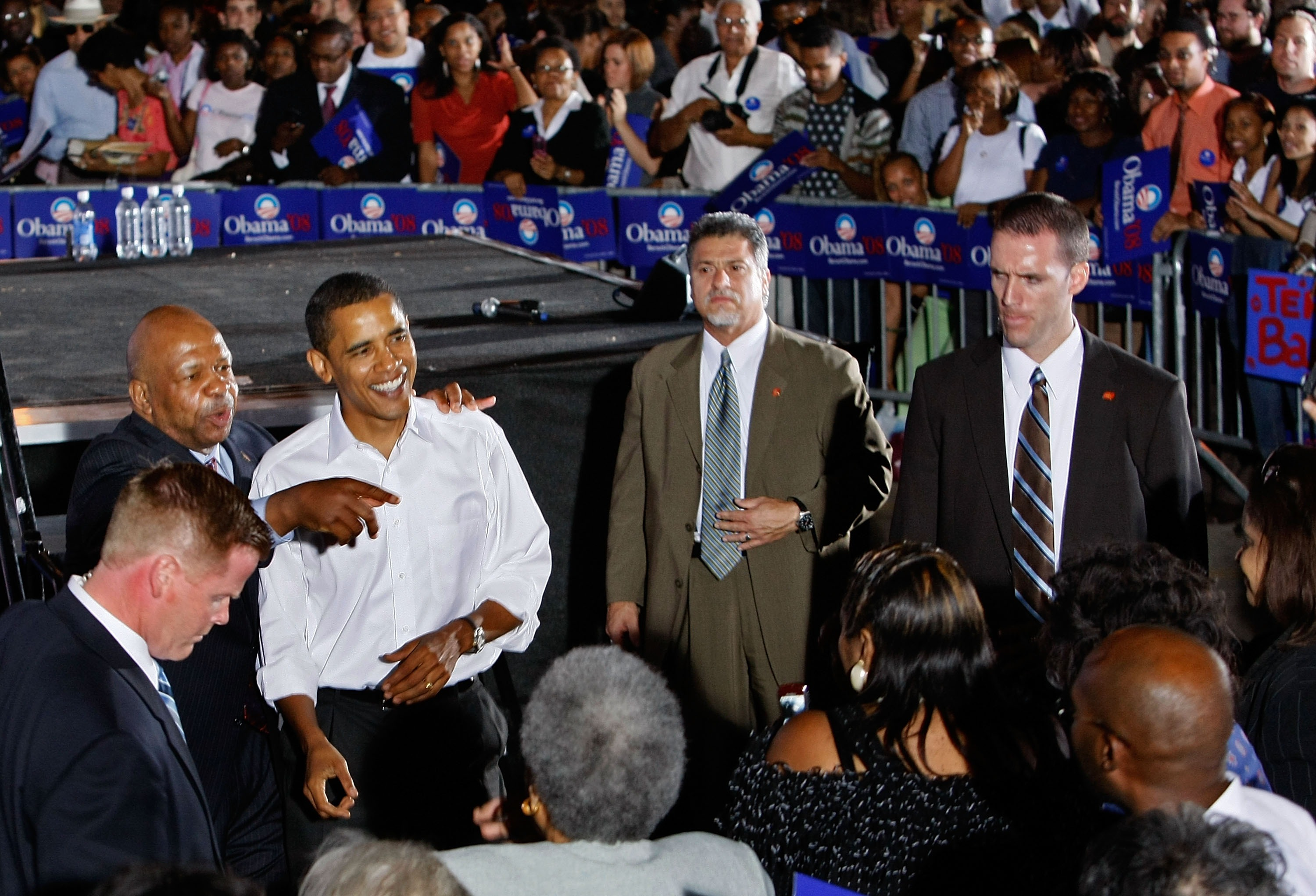 Surrounded by members of the Secret Service, Rep. Elijah Cummings points to the crowd alongside then-presidential hopeful Sen. Barack Obama at a 2007 rally.