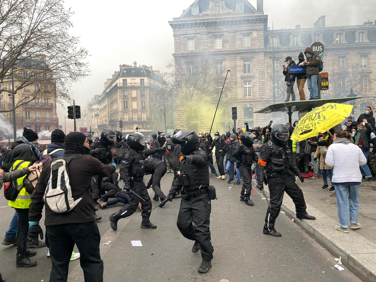 Clashes between police and demonstrators break out.