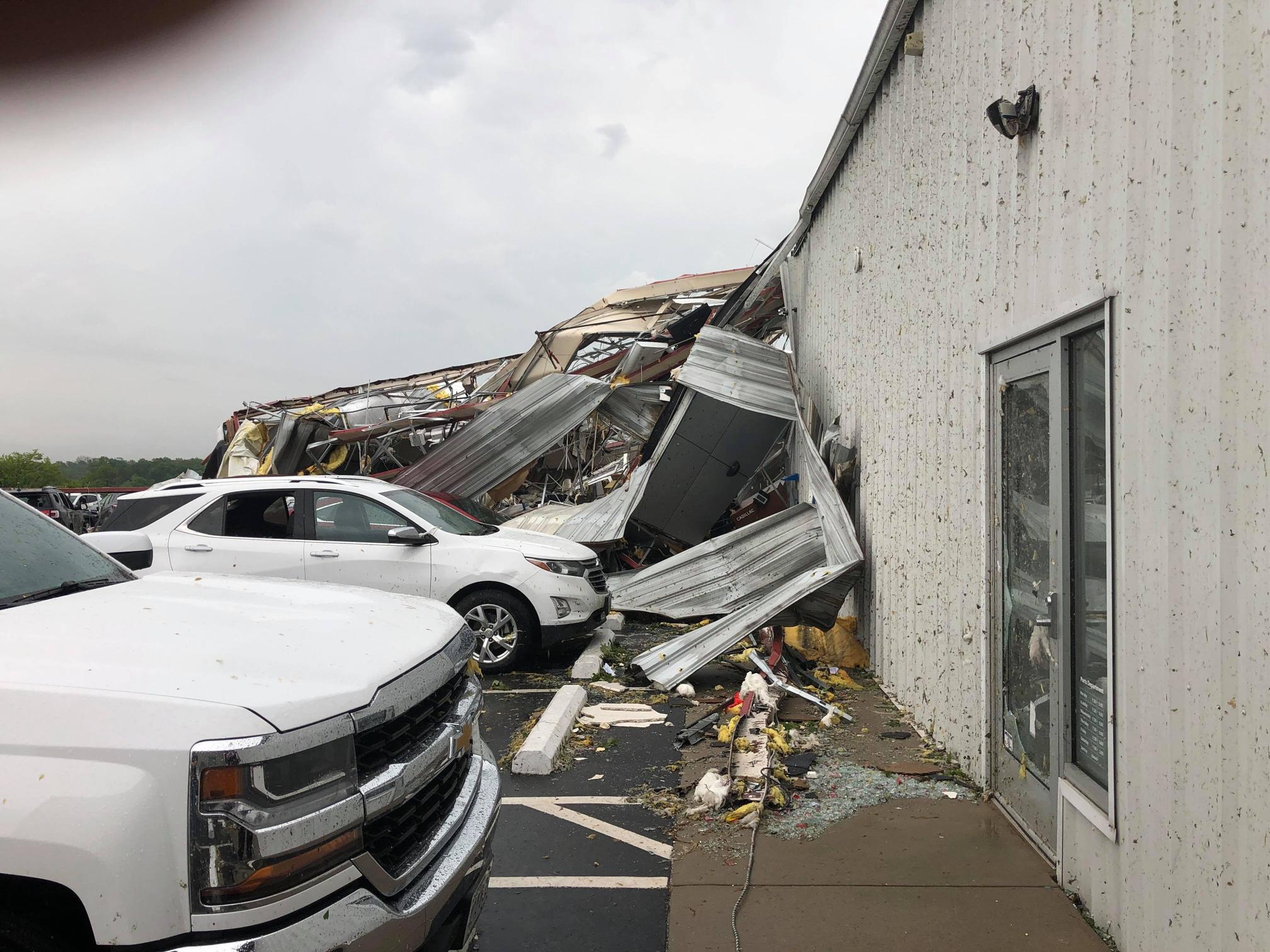 Chevy Dealer Jefferson City Mo >> Live Deadly Tornadoes Hit Missouri Cnn