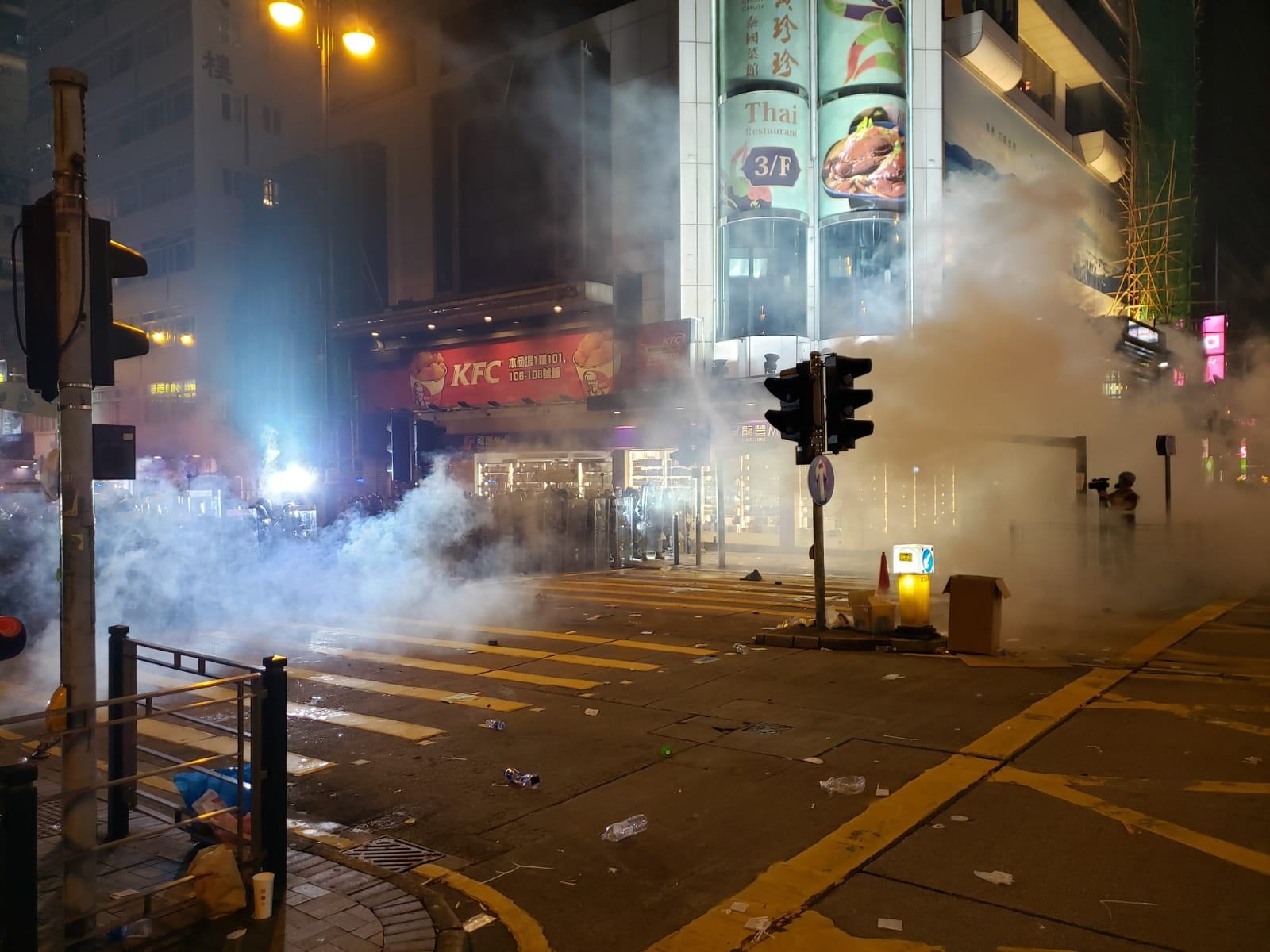 Live updates: Riot police fire tear gas to disperse Hong Kong protesters - CNN